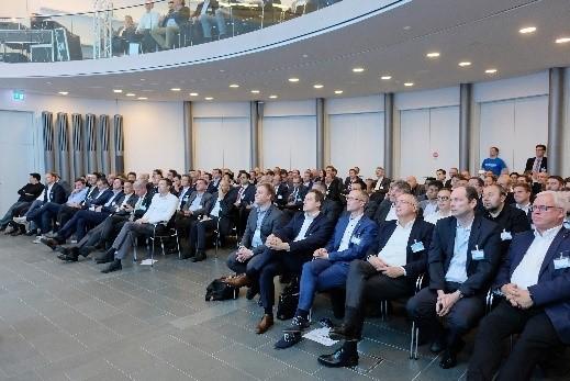 bijna 200 vertegenwoordigers uit de internationale aftermarket kregen een live-demonstratie van het gegevensplatform en de mogelijkheden.