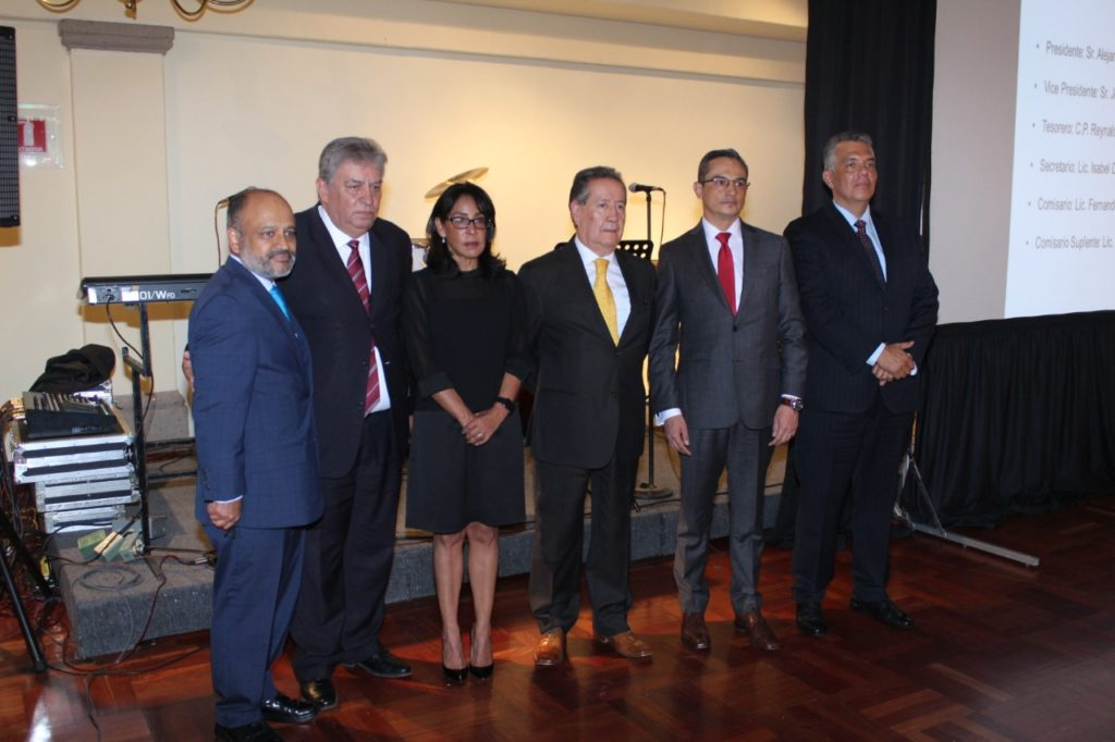 The newly elected board of the Mexican association ARIDRA (from left to right: Guillermo Rosales, Deputy Director of the Mexican Association AMDA, who was witness of the newly created board of ARIDRA , Alejandro Calderón, President of ARIDRA, Isabel Díaz, Sales Director at Hellamex, Jose Luis Muñiz, Vice-President of ARIDRA, Fernando Murguia, Managing Director México at TecAlliance and Raymundo Tapia from Distribuidora de Auto Industrias).