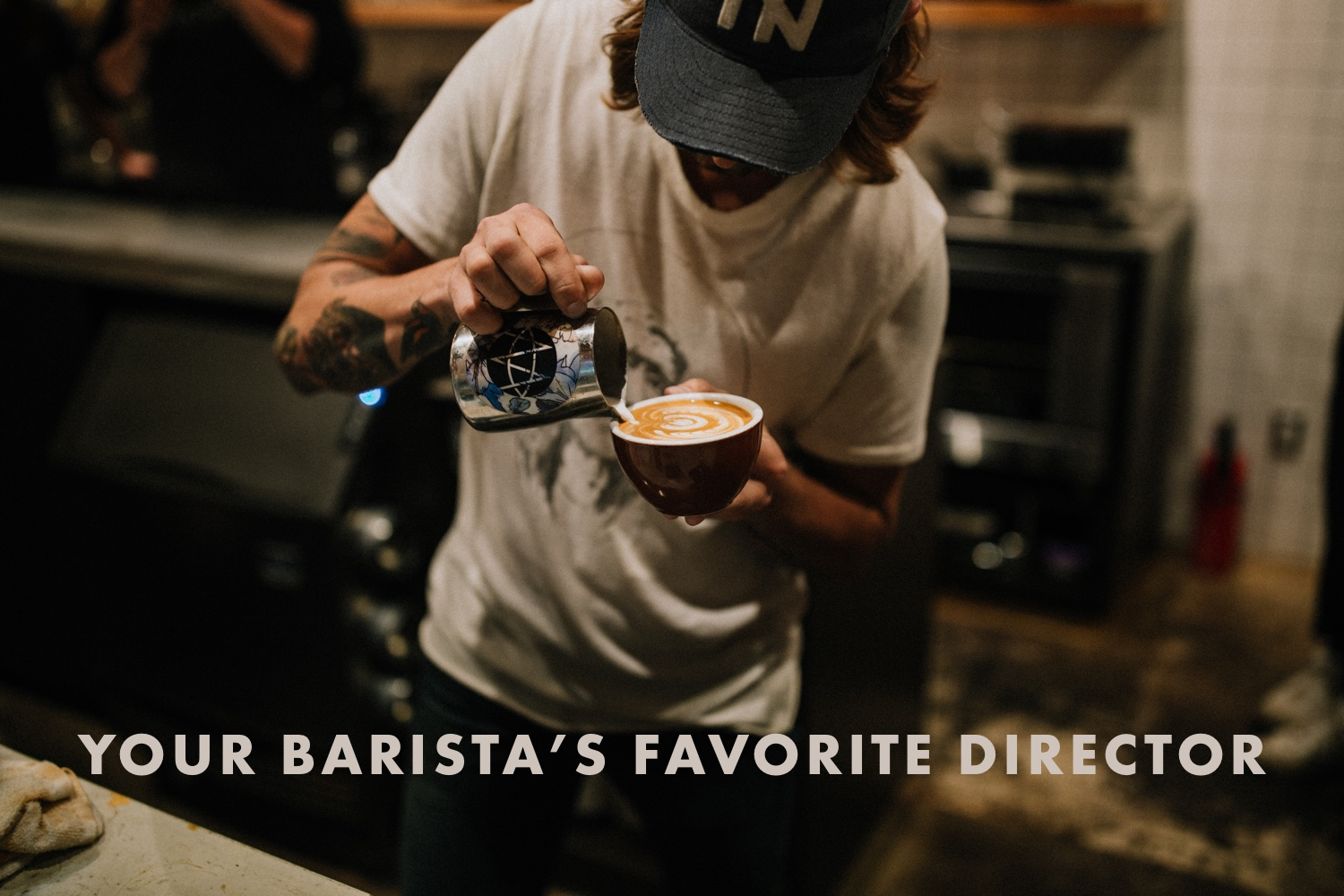 Eigene Illustration: Barista bereitet Kaffee zu. Photo by Benjaminrobyn Jespersen on Unsplash
