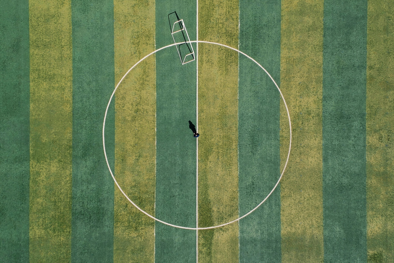 Fußballplatz von oben. Foto: Foyong Hua/Unsplash