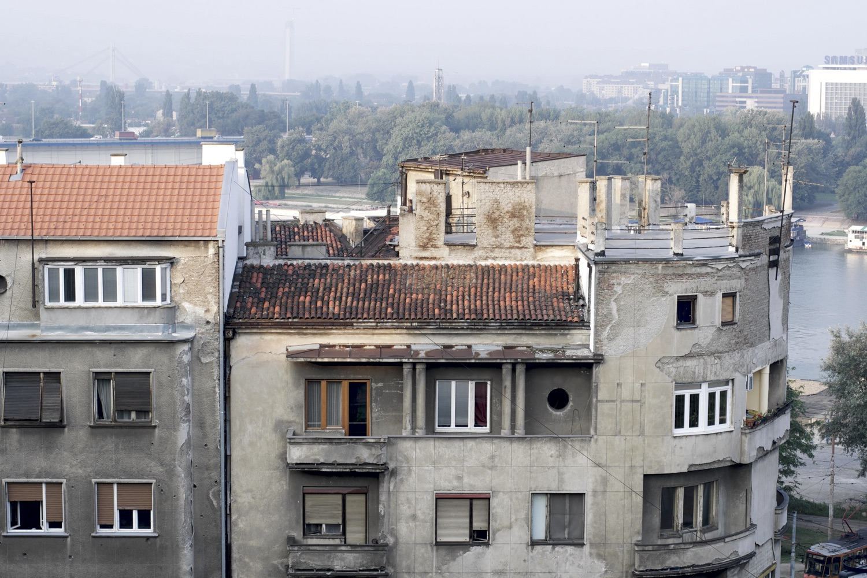 Nebeneinander von Alt, Neu und Kaputt in Belgrad. Foto: Aleksandr Zytov/Flickr