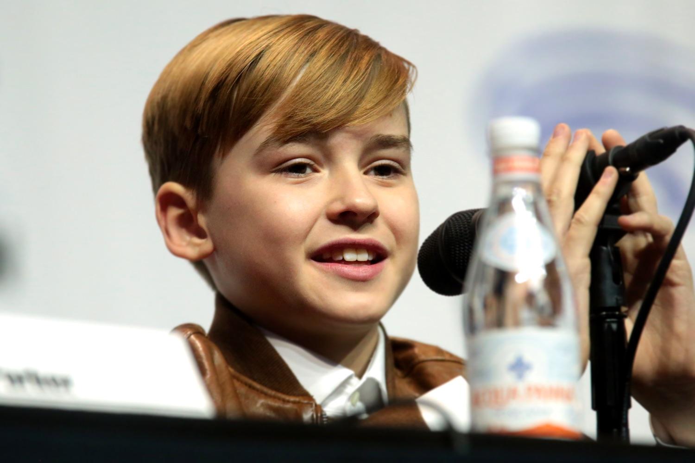"""Maxwell Jenkins spielt das jüngste Kind der Robinsons in """"Lost in Space"""" von Netflix. Foto: Gage Skidmore/Flickr"""
