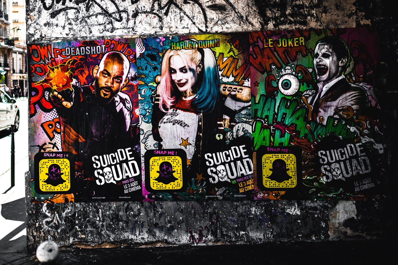 Poster für Suicide Squad. Foto: Serge Kutuzov/Unsplash