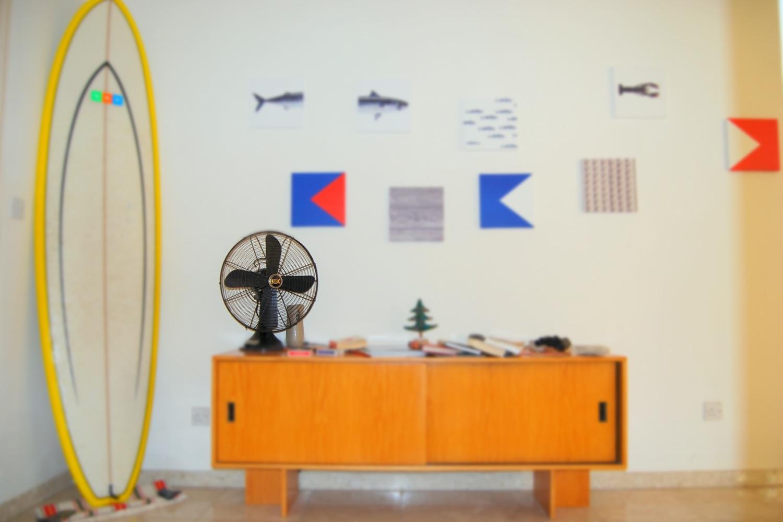 Oldtimer-Stil-Ventilator auf Sideboard. Foto: Filios Sazeides/Unsplash