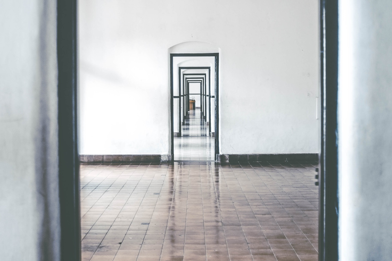 Tür nach Tür. Symbolbild. Foto: Kilarov Zaneit/Unsplash