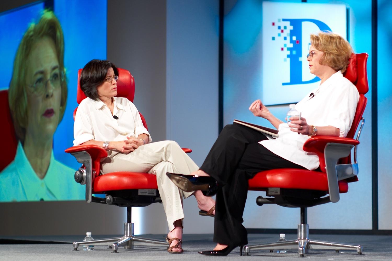Kara Swisher mit dem berühmten roten Stuhl. Aufnahme von 2007. Foto: Joi Ito/Flickr
