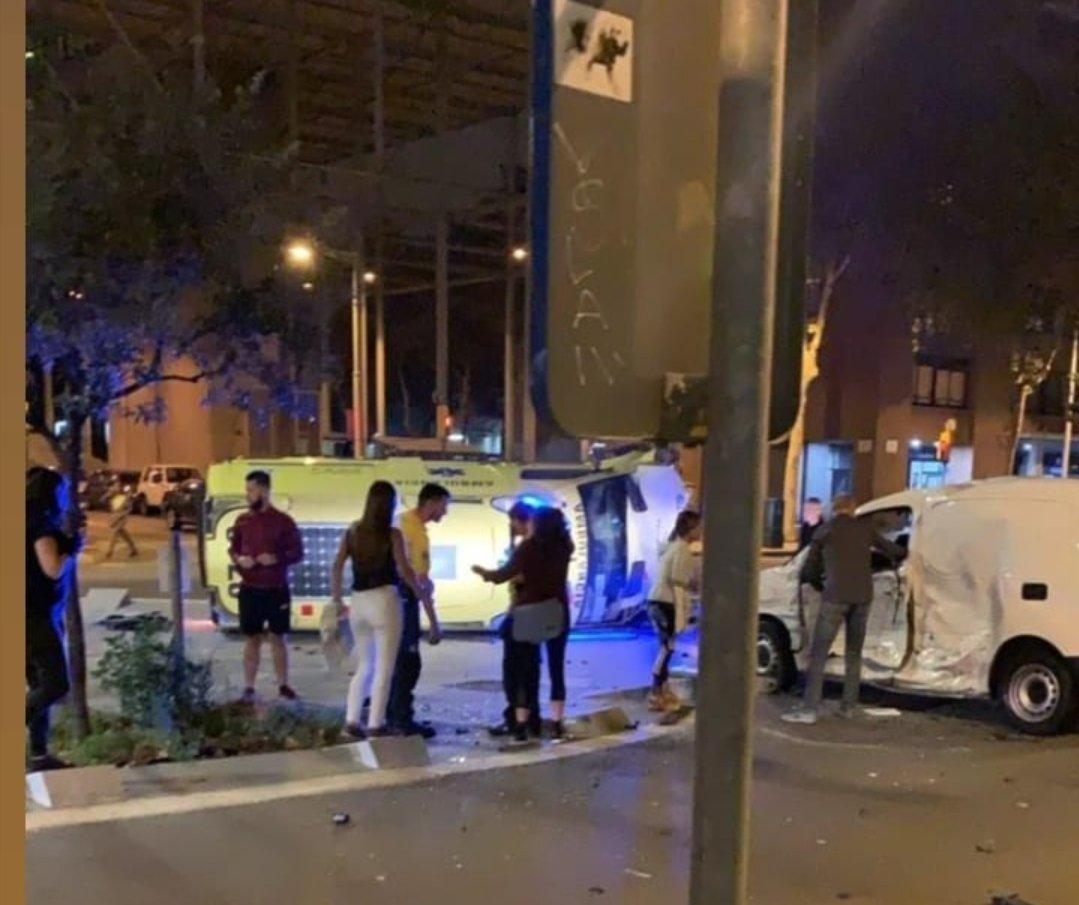 Accident entre una ambulància i una furgoneta | Anti-radar Catalunya