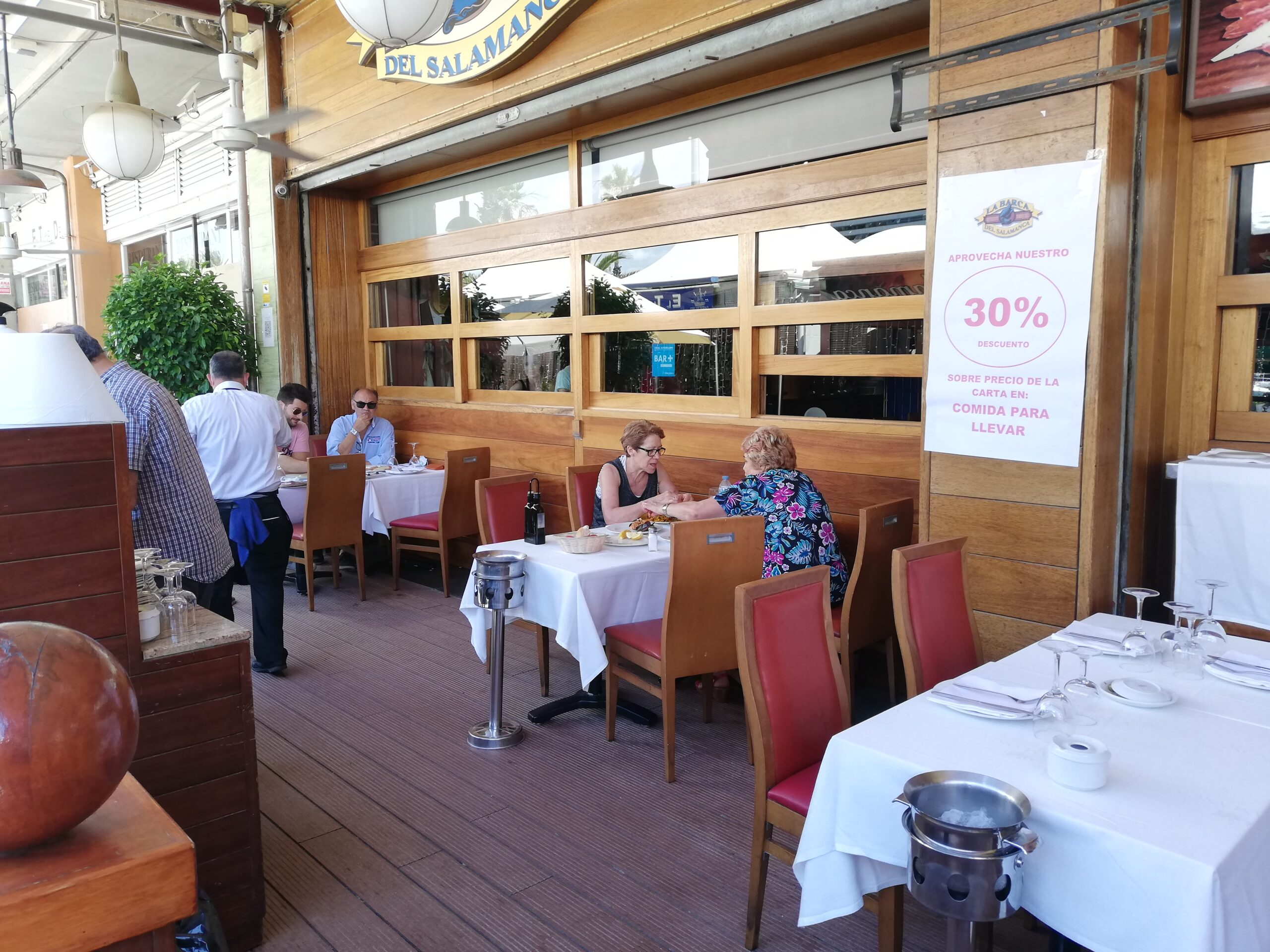 Els restaurants del Port Olímpic han començat a mig gas pel desconfinament / XFDC