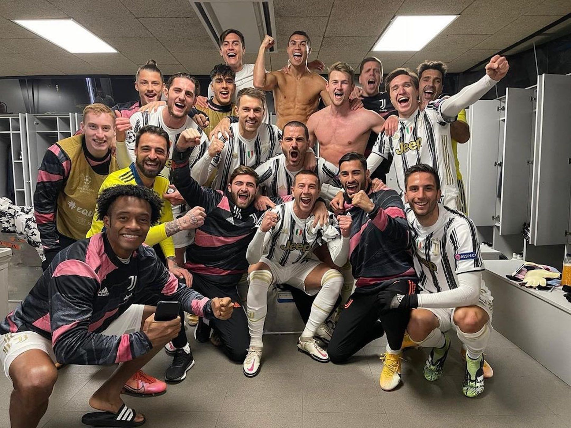 Els jugadors de la Juventus celebren la victòria al Camp Nou | @Cristiano