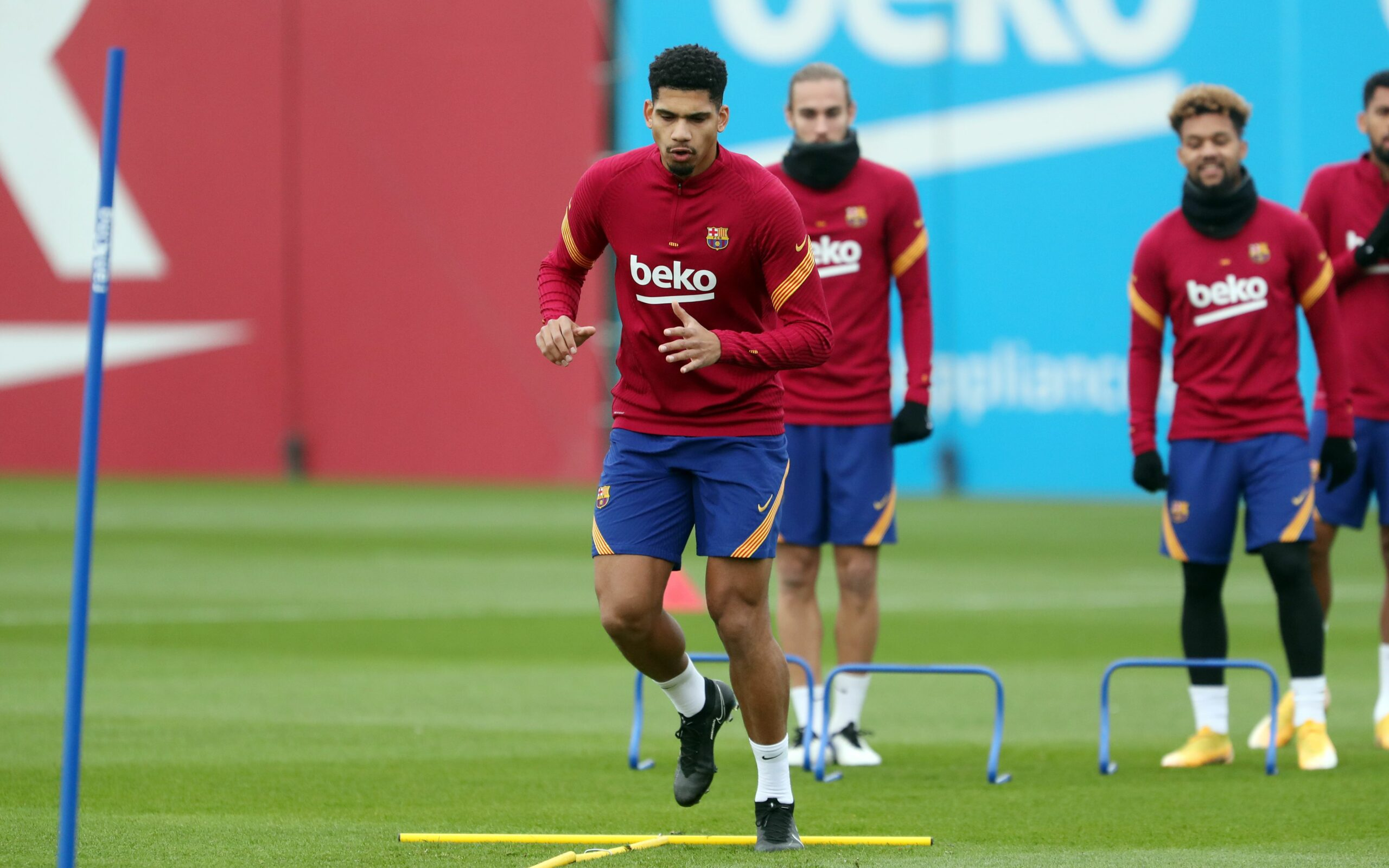 Araujo, durant l'entrenament d'aquest divendres | FC Barcelona