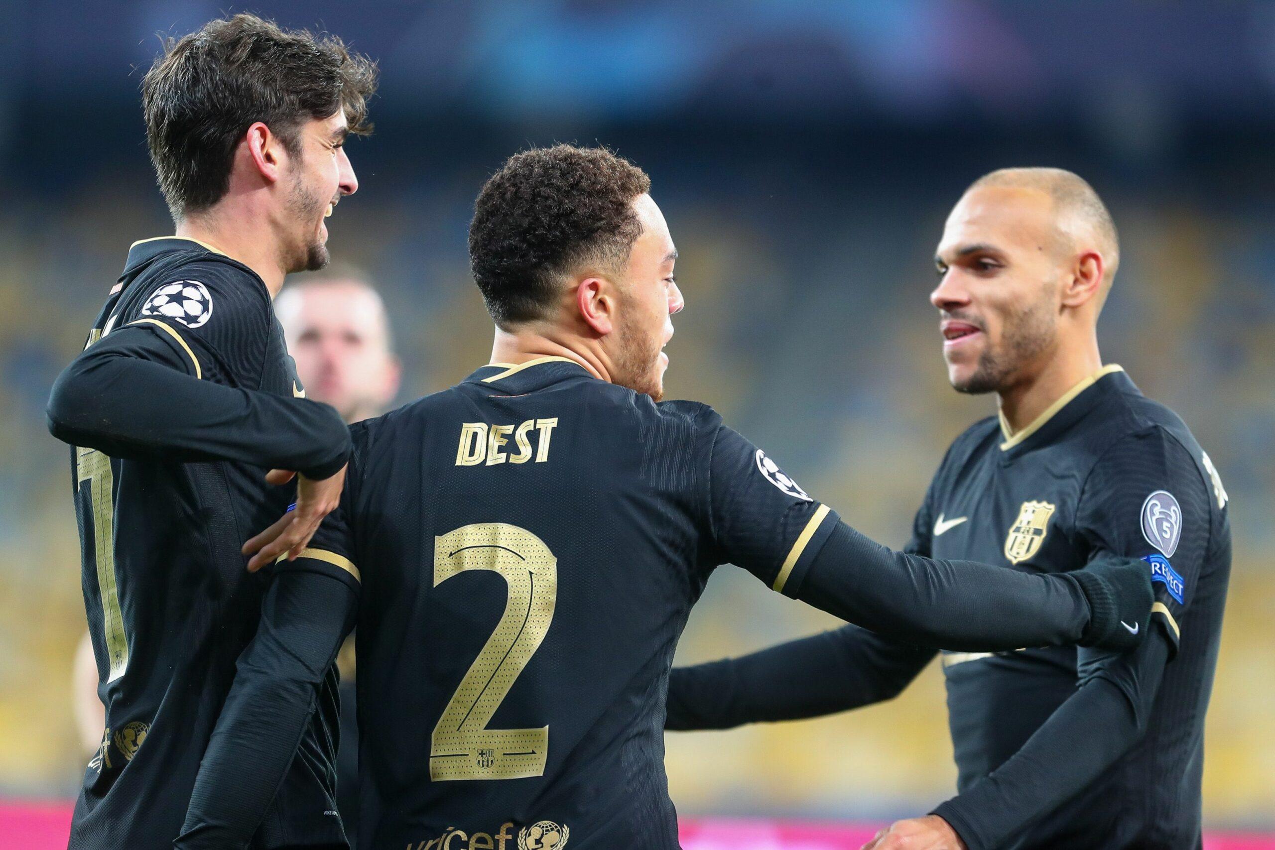 Dest, Trincao i Braithwaite celebren un gol   Europa Press