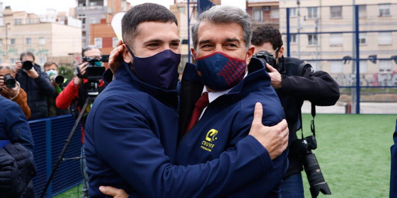 Jordi Alba i Joan Laporta, abraçats | FC Barcelona
