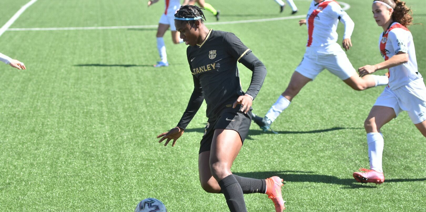Oshoala, jugadora del Barça   FCB