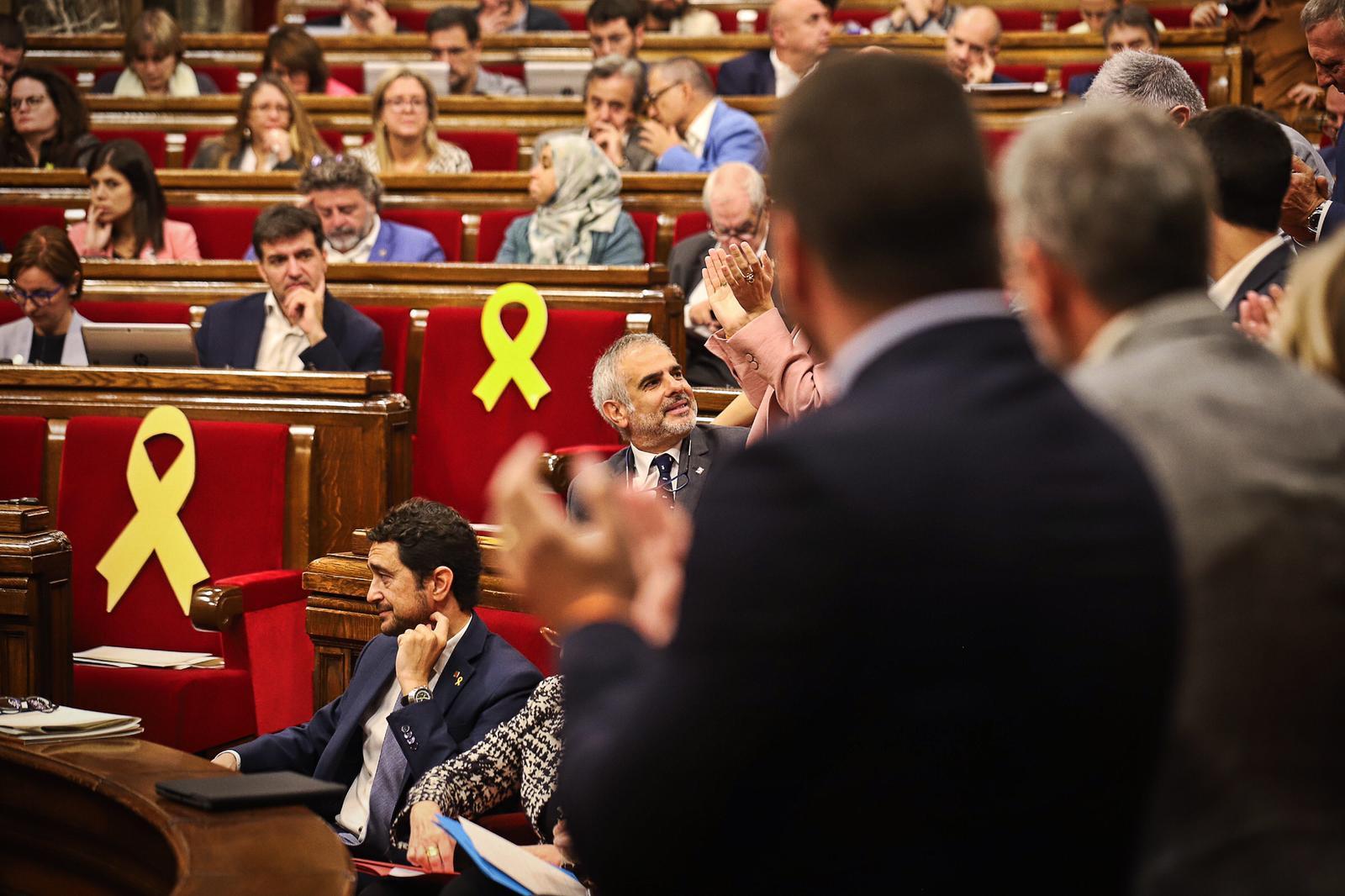 Els diputats de Ciutadans aplaudeixen Carlos Carrizosa després de pronunciar el seu discurs en el debat de moció de censura a Quim Torra