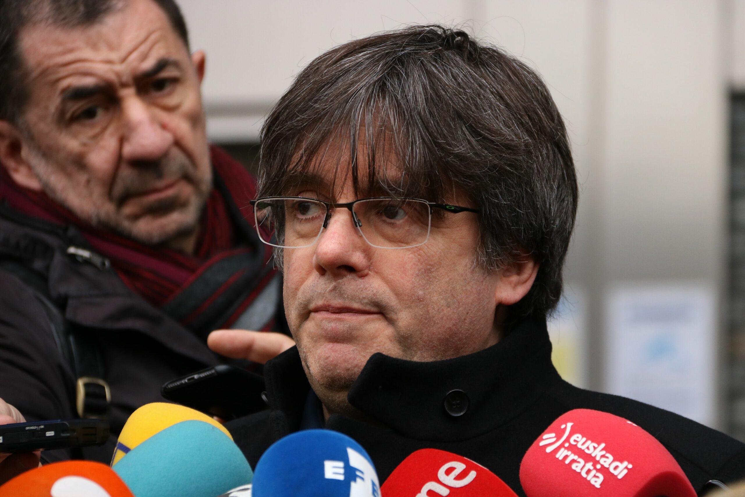 El líder de JxCat, Carles Puigdemont, durant una atenció als mitjans a Brussel·les