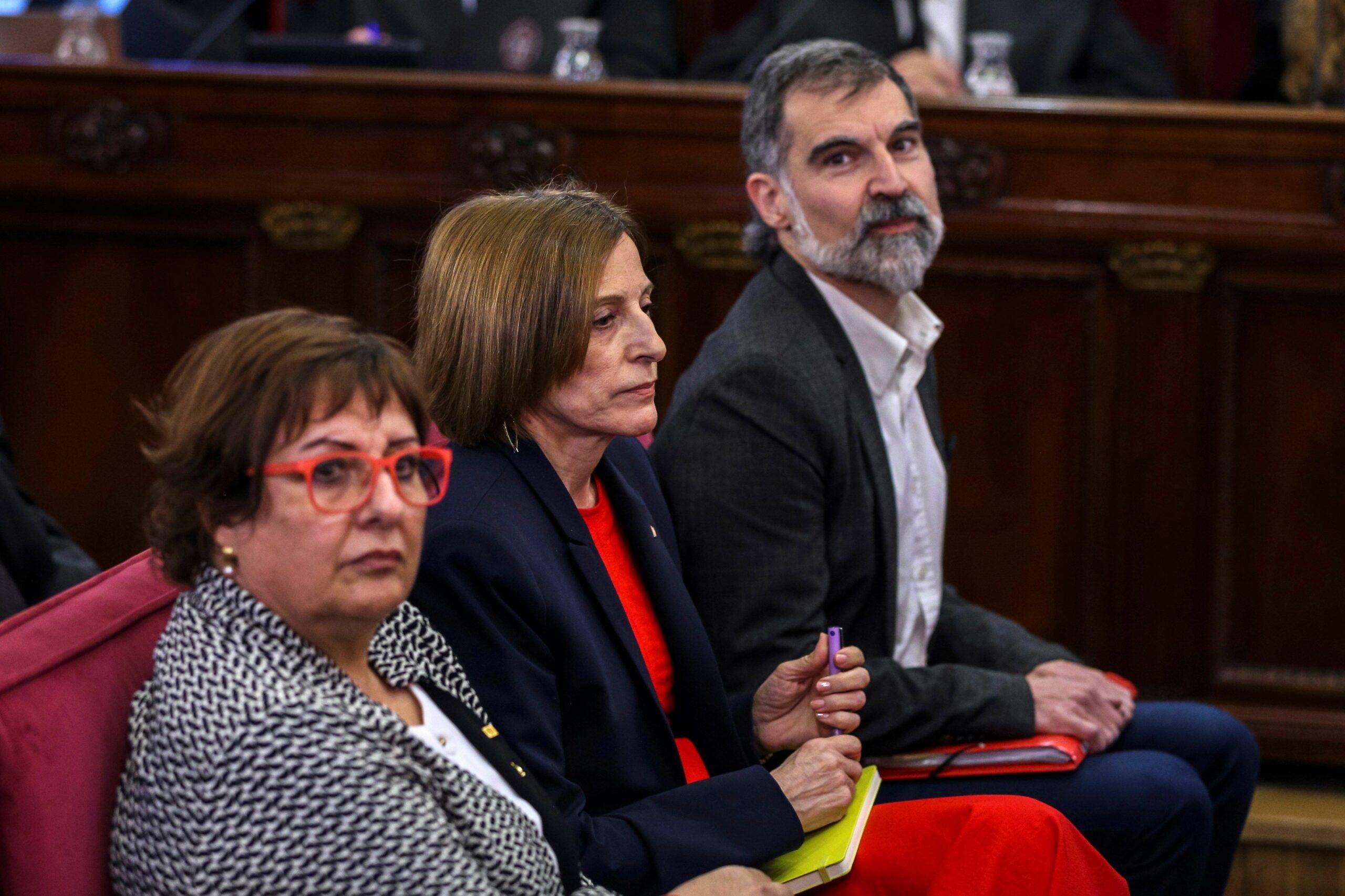 Jordi Cuixart, Carme Forcadell i Dolors Bassa, durant la primera jornada del judici de l'1-O