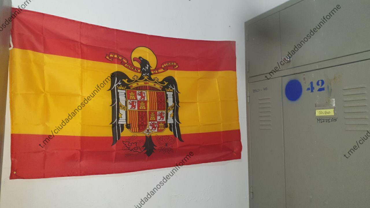La bandera franquista hissada a la caserna de la cinquena companyia del Terç Gran Capità de la Legió /Ciudadanos de Uniforme