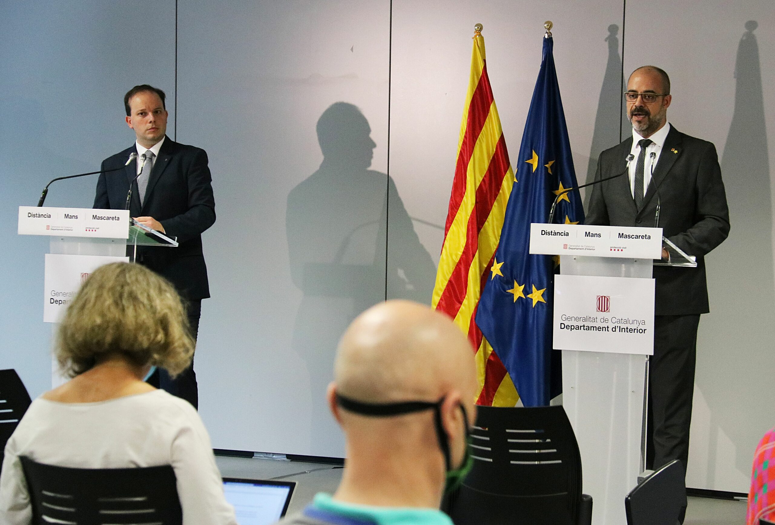 Pere Ferrer i Miquel Buch, en la roda de premsa de presentació de l'auditoria dels Mossos (ACN)