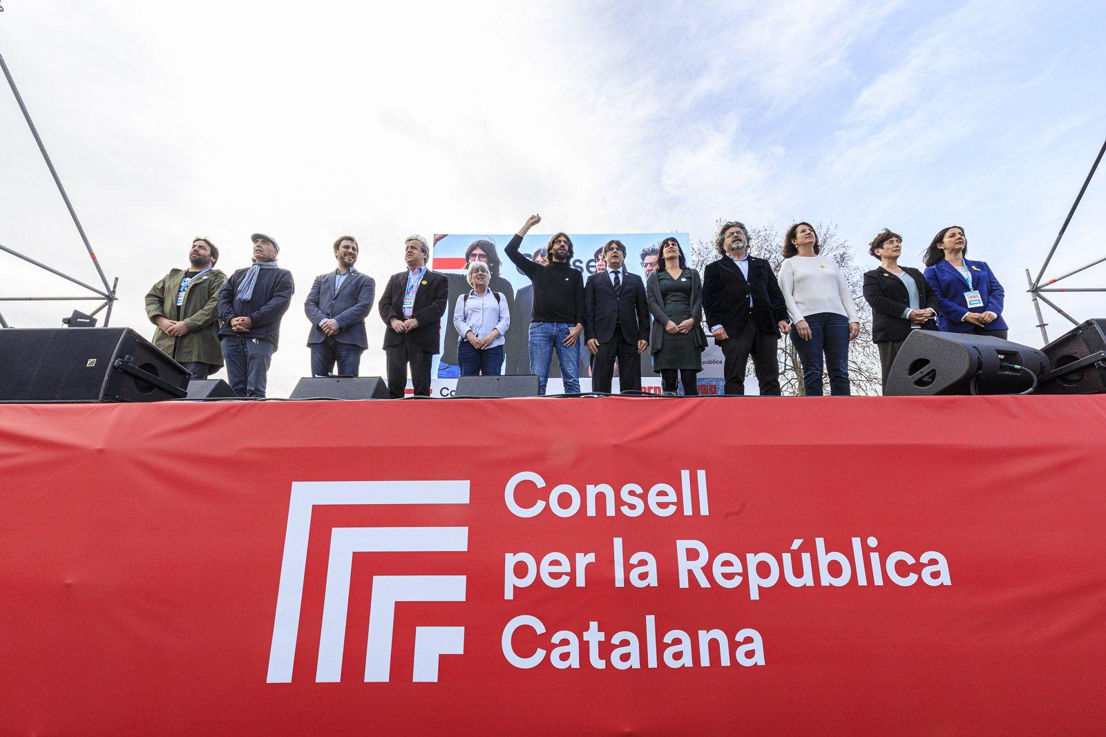 El Consell per la Rep?blica a la capital de la Catalunya Nord, amb Puigdemont i Elisenda Paluzie, entre d'altres