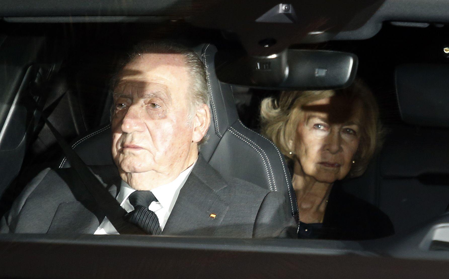 El rei Joan Carles i la reina Sofia, en el cotxe  / Europa Press