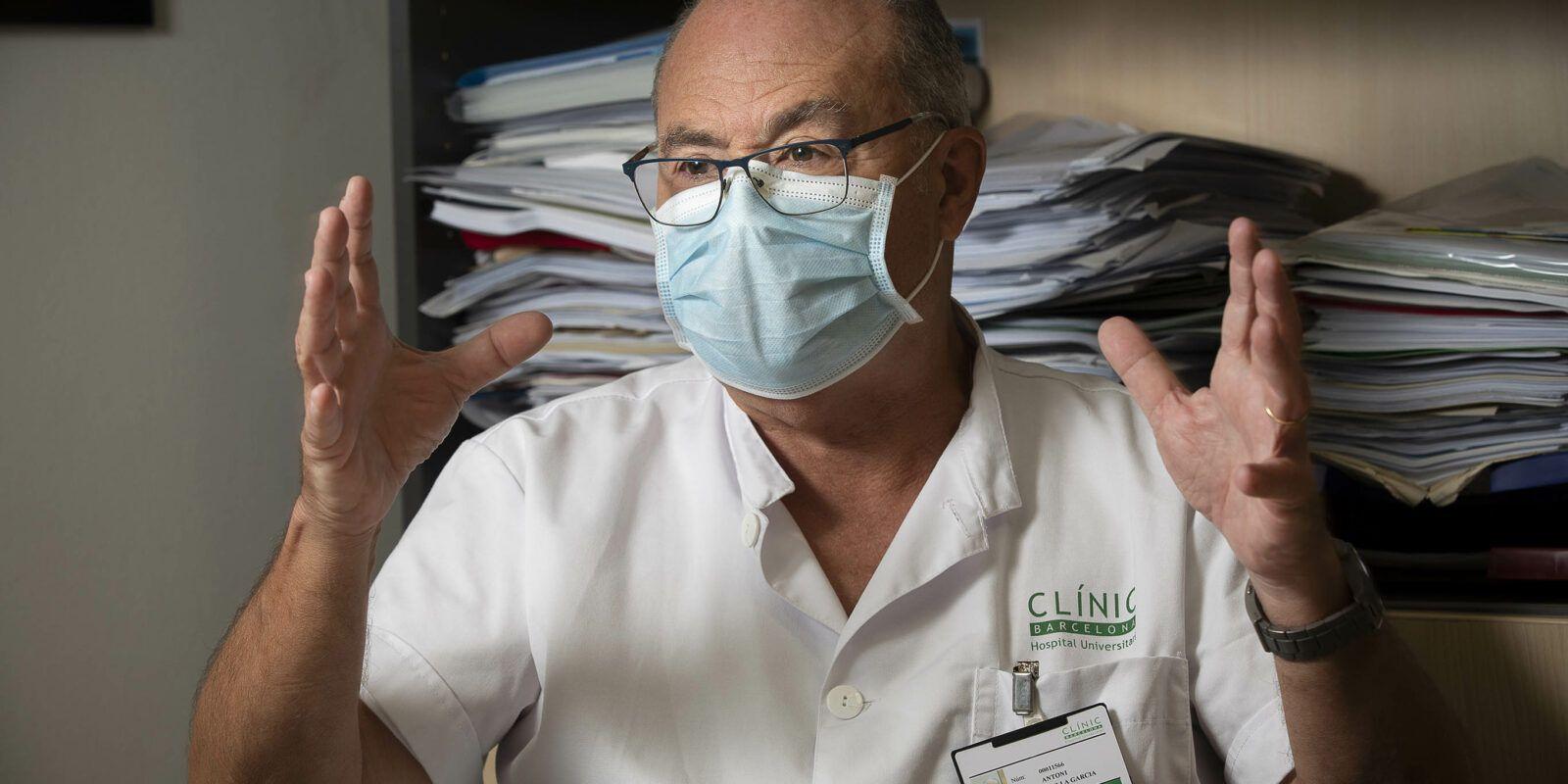 El cap del servei de Medicina Preventiva i Epidemiologia de l'Hospital Cl?nic, Antoni Trilla / Jordi Play