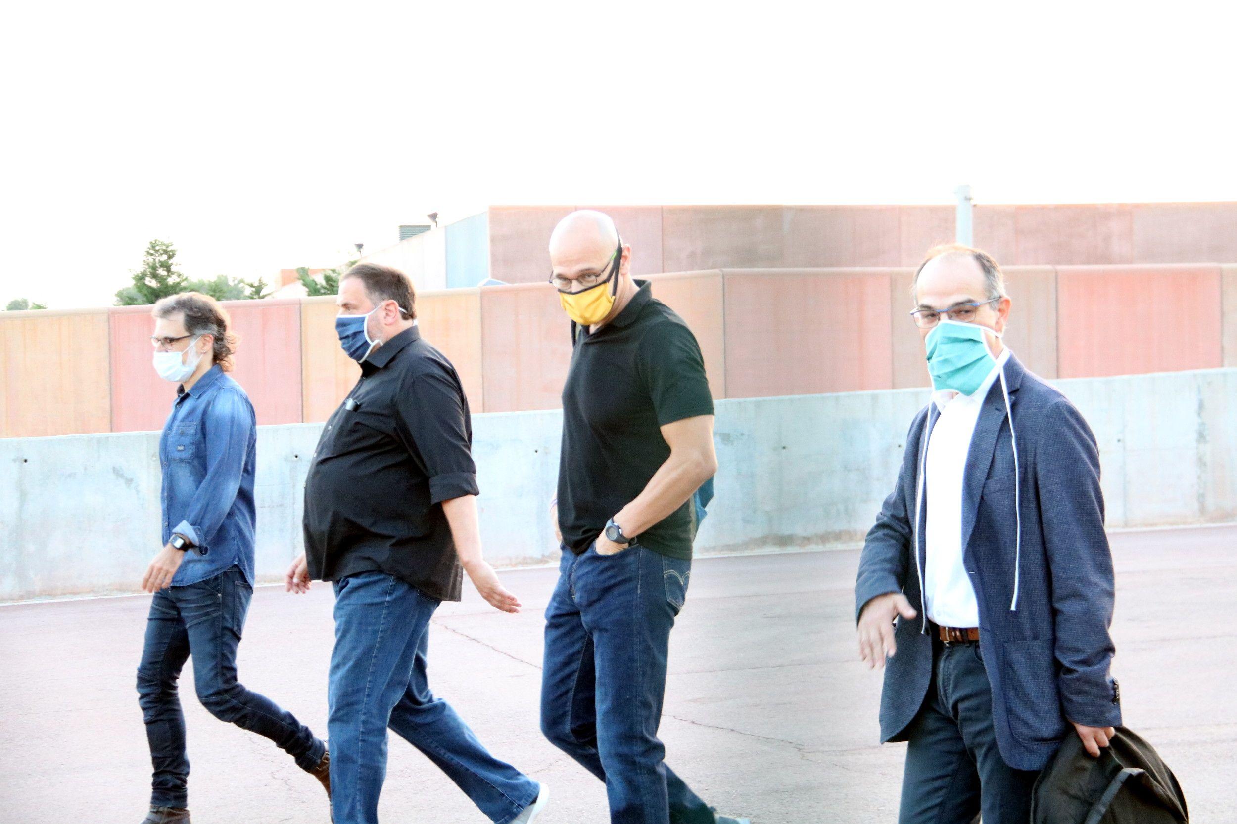 Els presos independentistes Jordi Turull, Ra?l Romeva, Oriol Junqueras i Jordi Cuixart surten caminant de la pres? de Lledoners