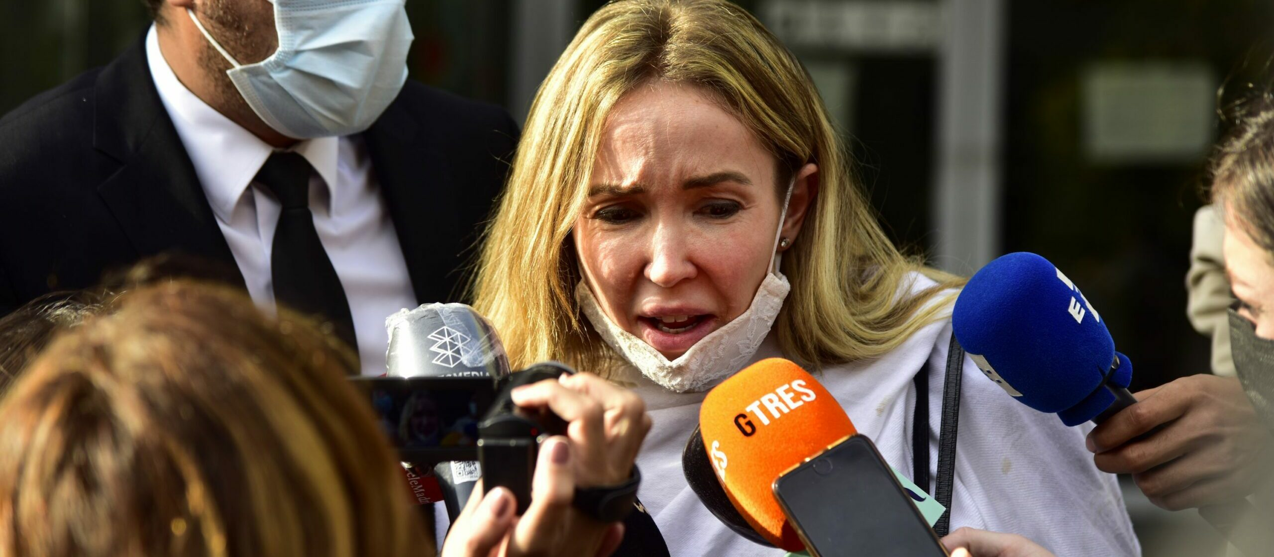 Ángela Dobrowolski, l'exdona de Mainat, a les portes del jutjat - Europa Press