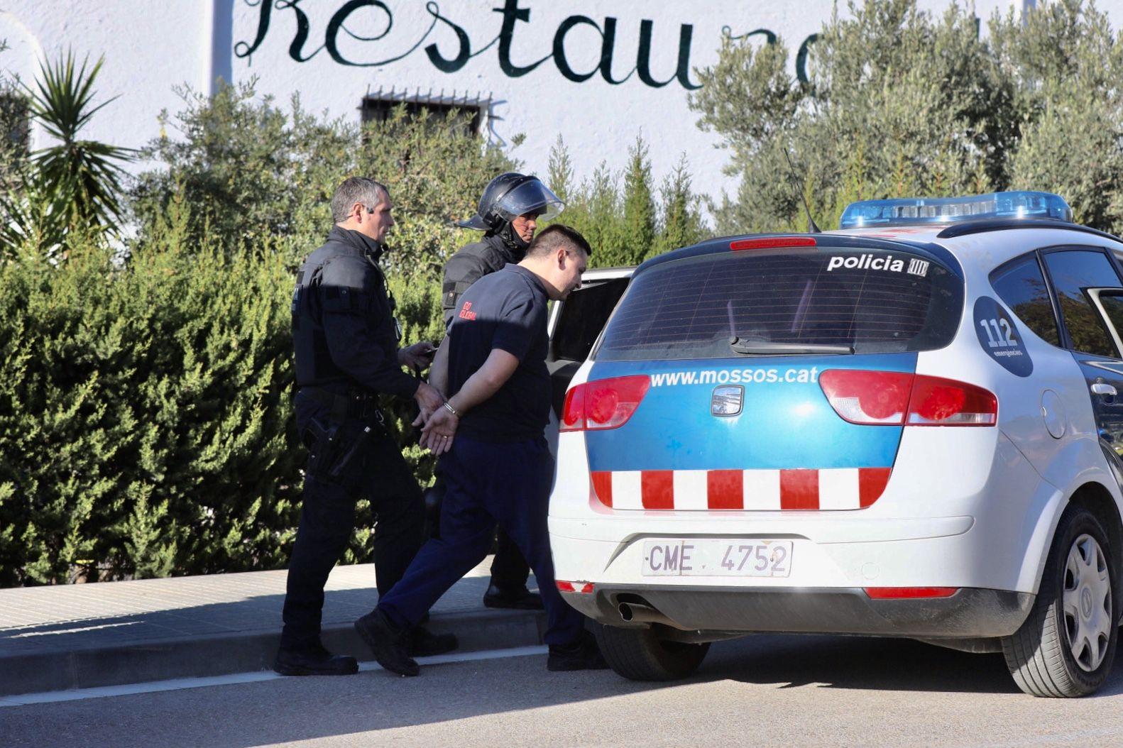 Mossos d'emporten el camioner detingut