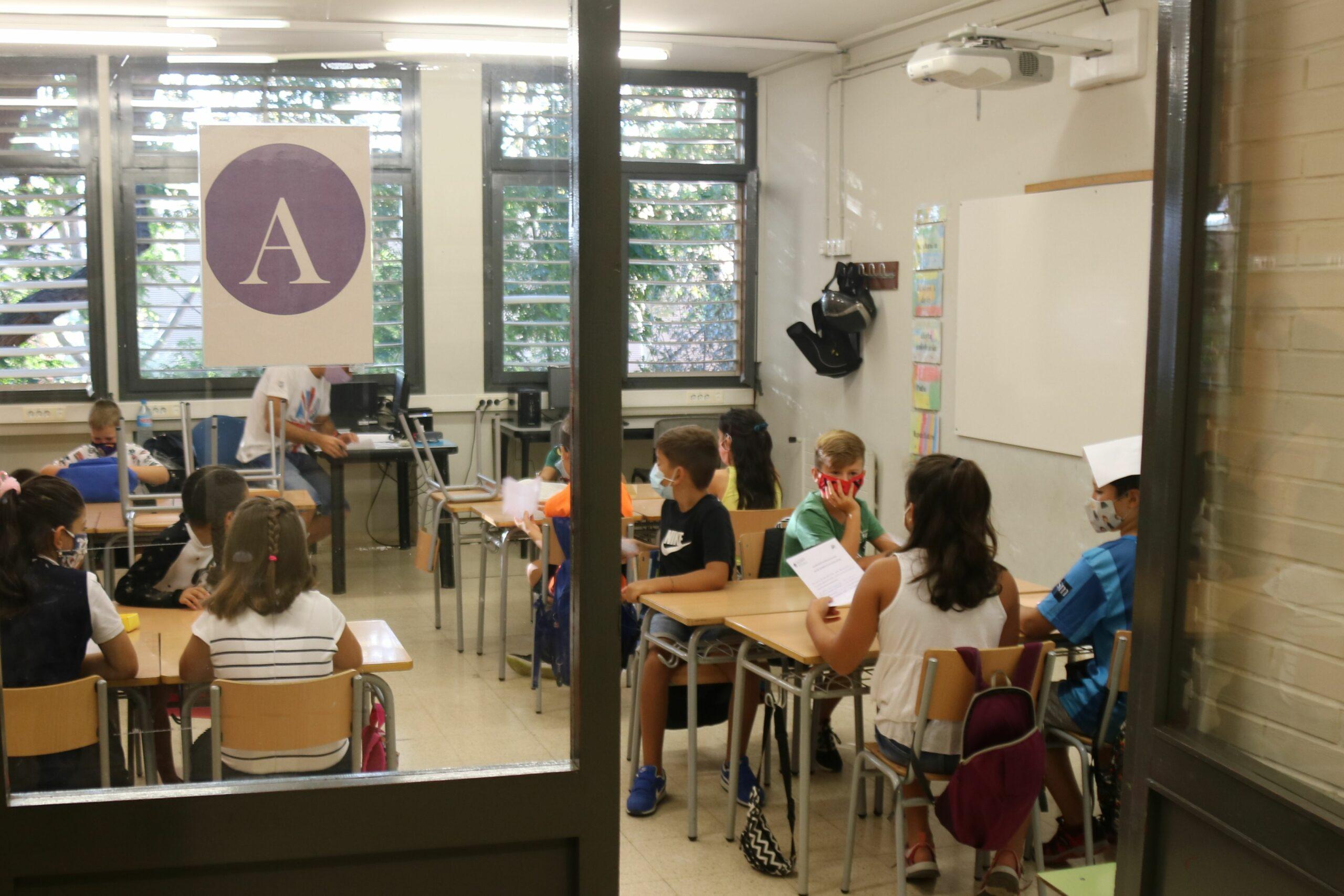 Més grups escolars confinats per casos de Covid-19
