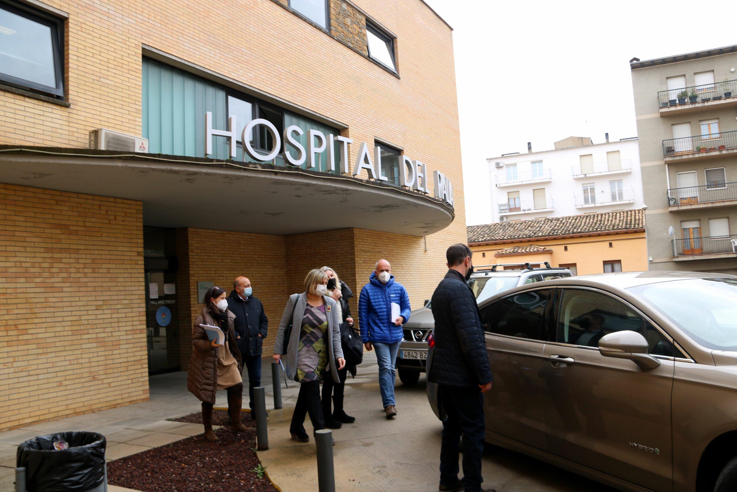 La consellera de Salut, Alba Vergés, sortint de l'Hospital Comarcal del Pallars a Tremp, el 15 de desembre del 2020 / ACN