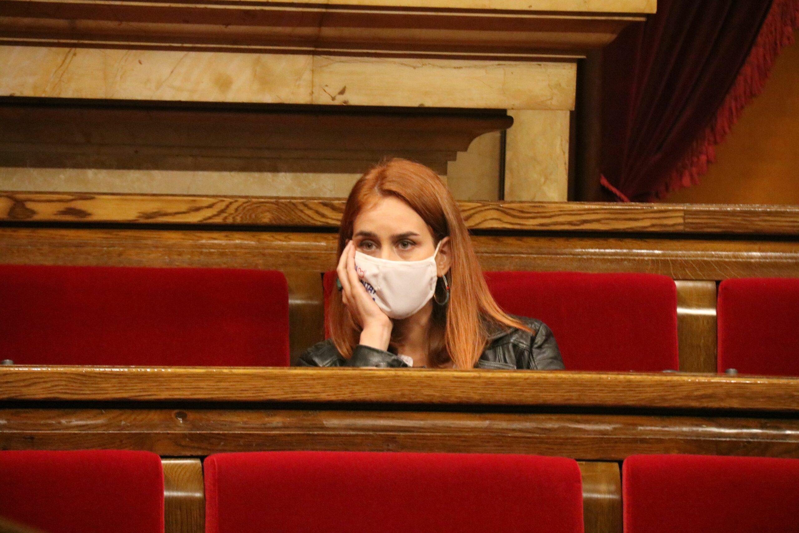 Jéssica Albiach, al seu escó del Parlament