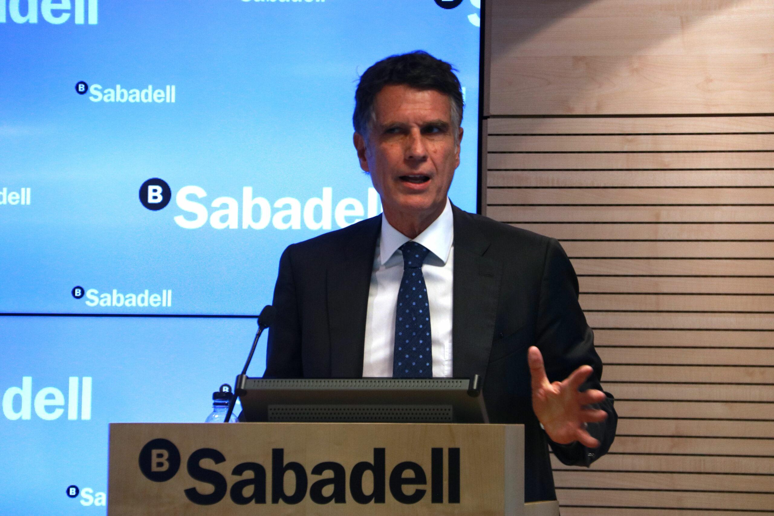 Pla mig del conseller delegat del Banc Sabadell, Jaume Guardiola, en una roda de premsa el 26 d'abril del 2019 (Horitzontal).