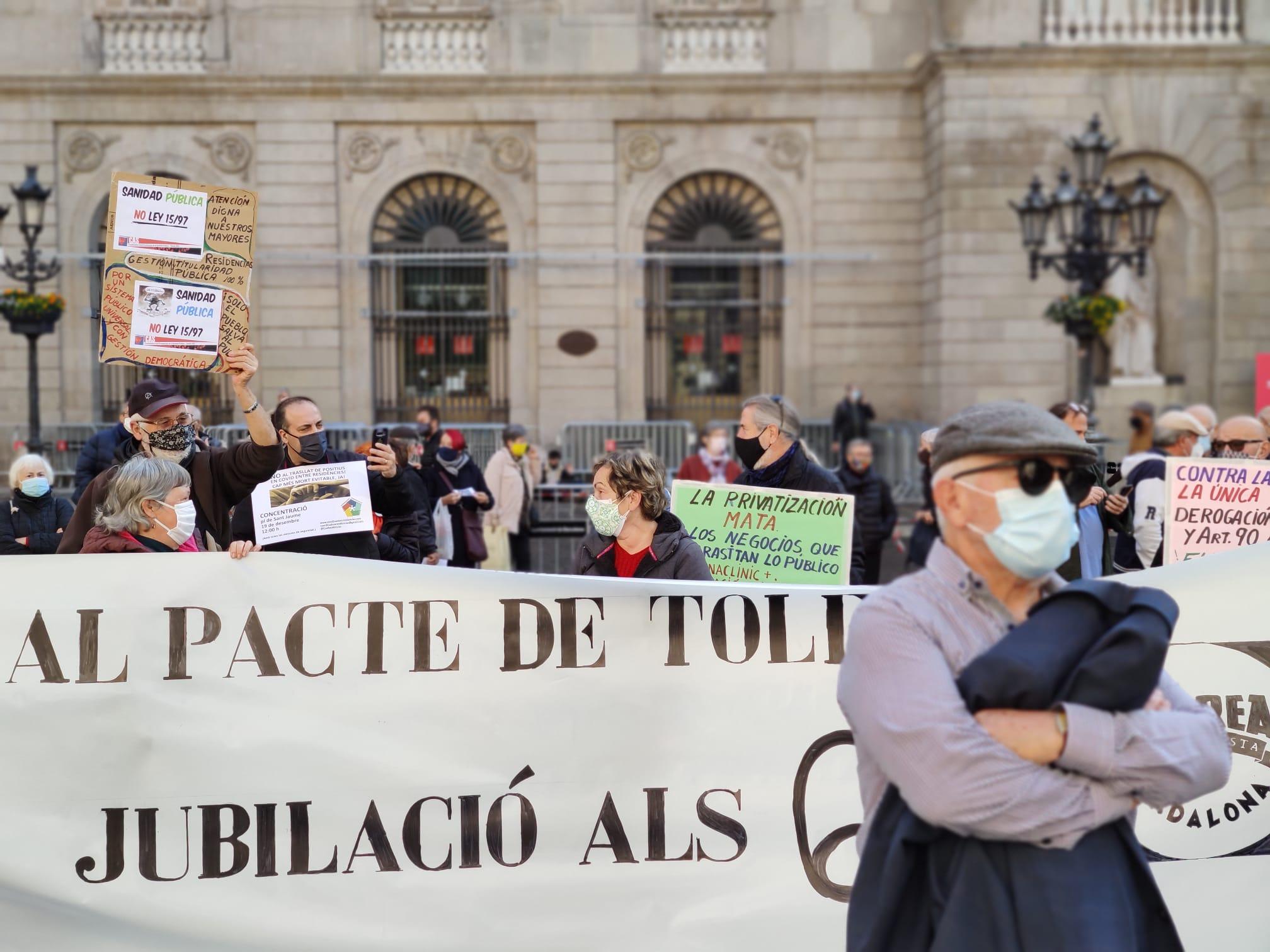 Protesta familiars de residents en residències a Barcelona / JAG