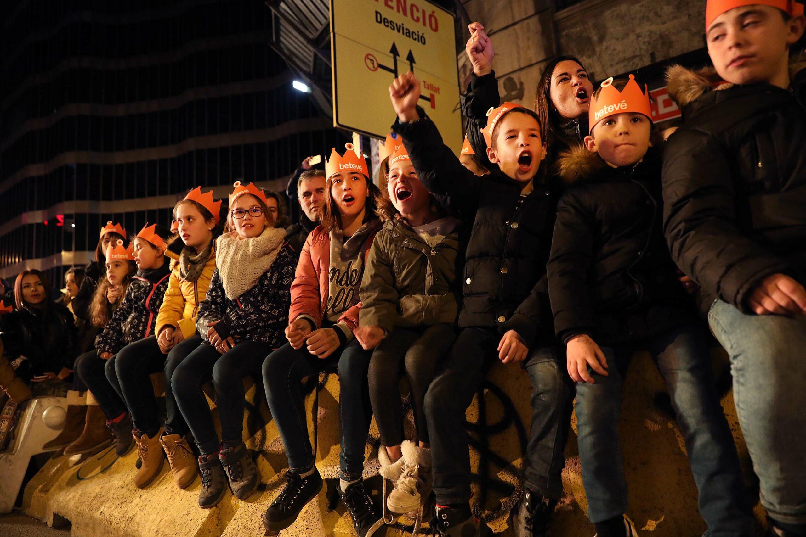 Entusiasme infantil en la cavalcada de Barcelona del 2019, una imatge que no es podrà repetir aquest 2021 / Jordi Play