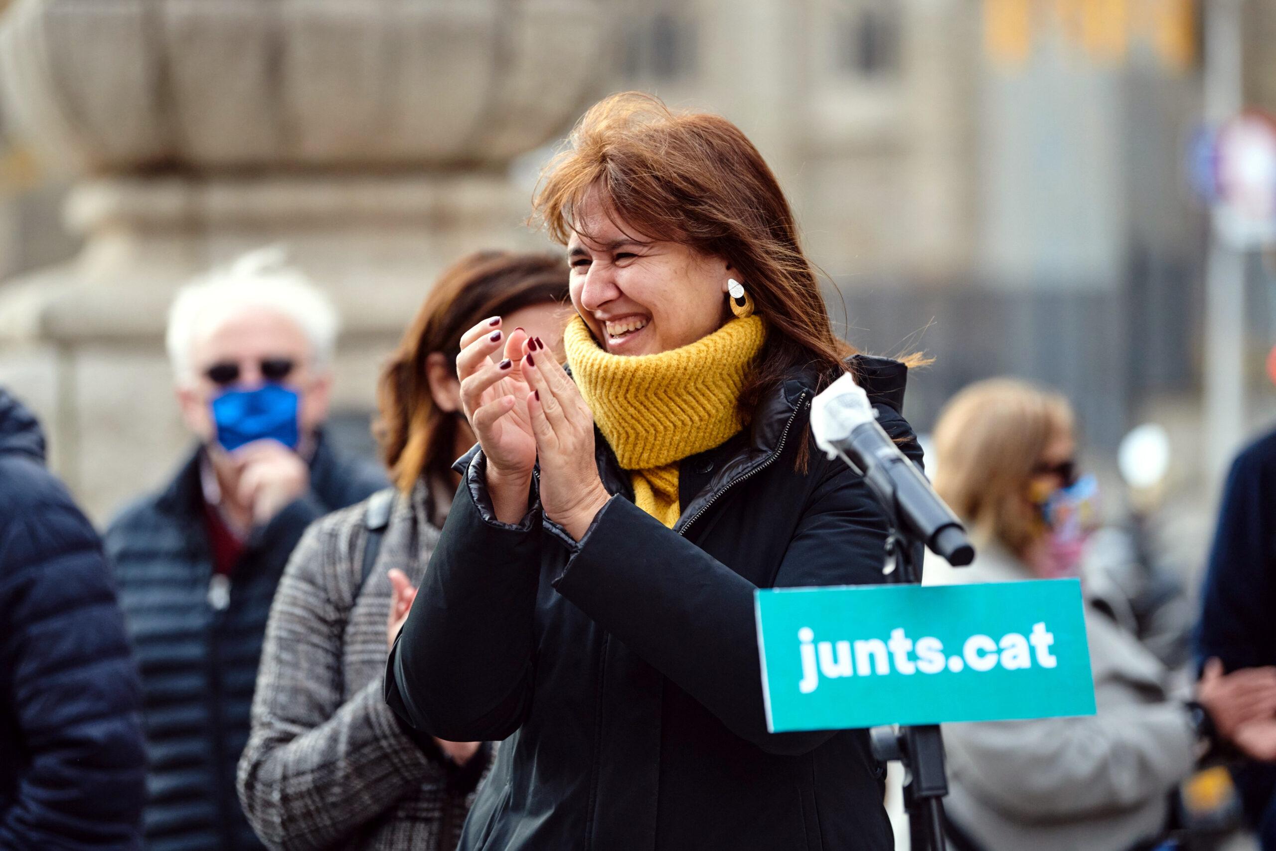 La candidata de JxCat a la Generalitat, Laura Borràs, en l'inici de la campanya de recollida de firmes per concórrer a les eleccions del 14-F | ACN