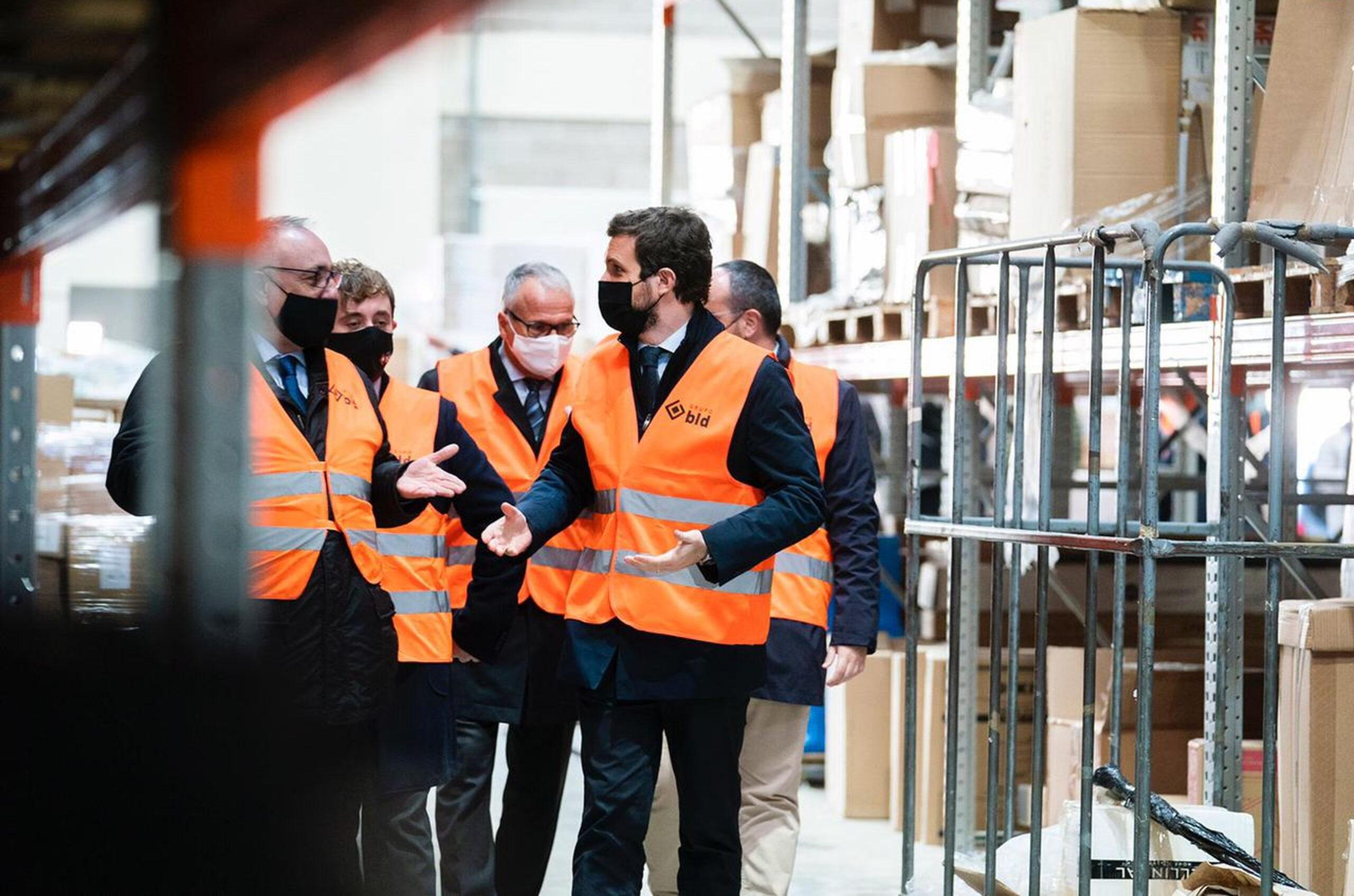 Pablo Casado visitant una empresa de logística del Vallès | ACN
