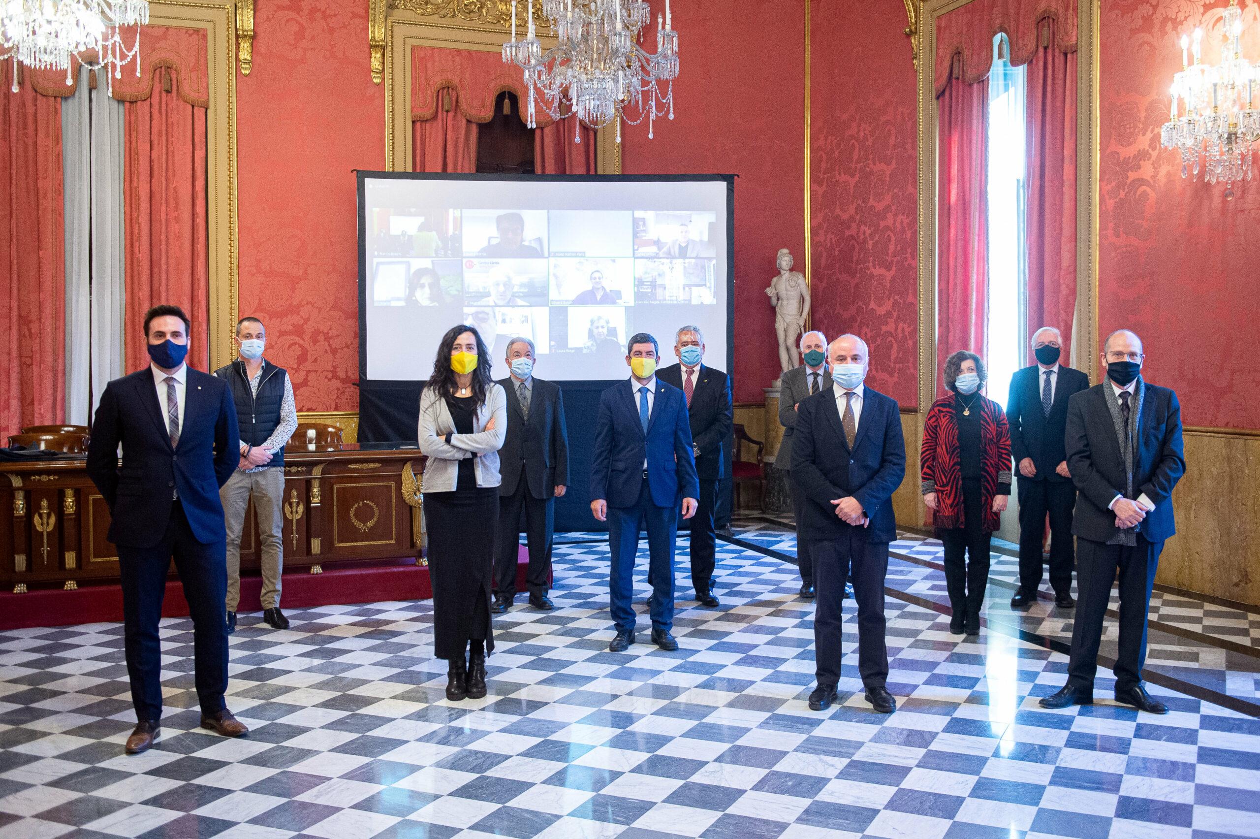 Foto de família del relleu a la presidència del Consell de Cambres | ACN