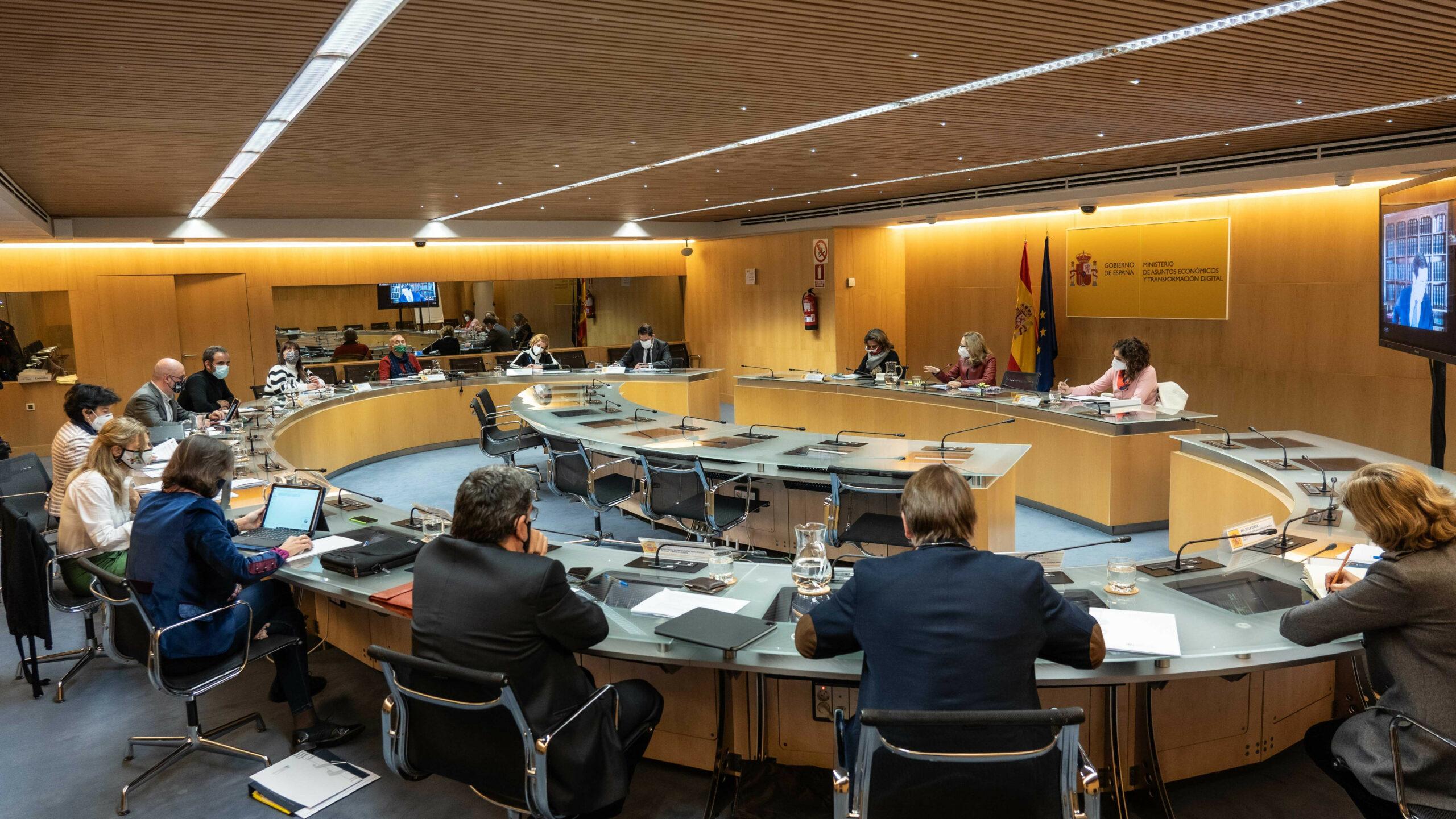 La vicepresidenta econòmica del govern espanyol, Nadia Calviño, presideix la mesa de diàleg social | ACN
