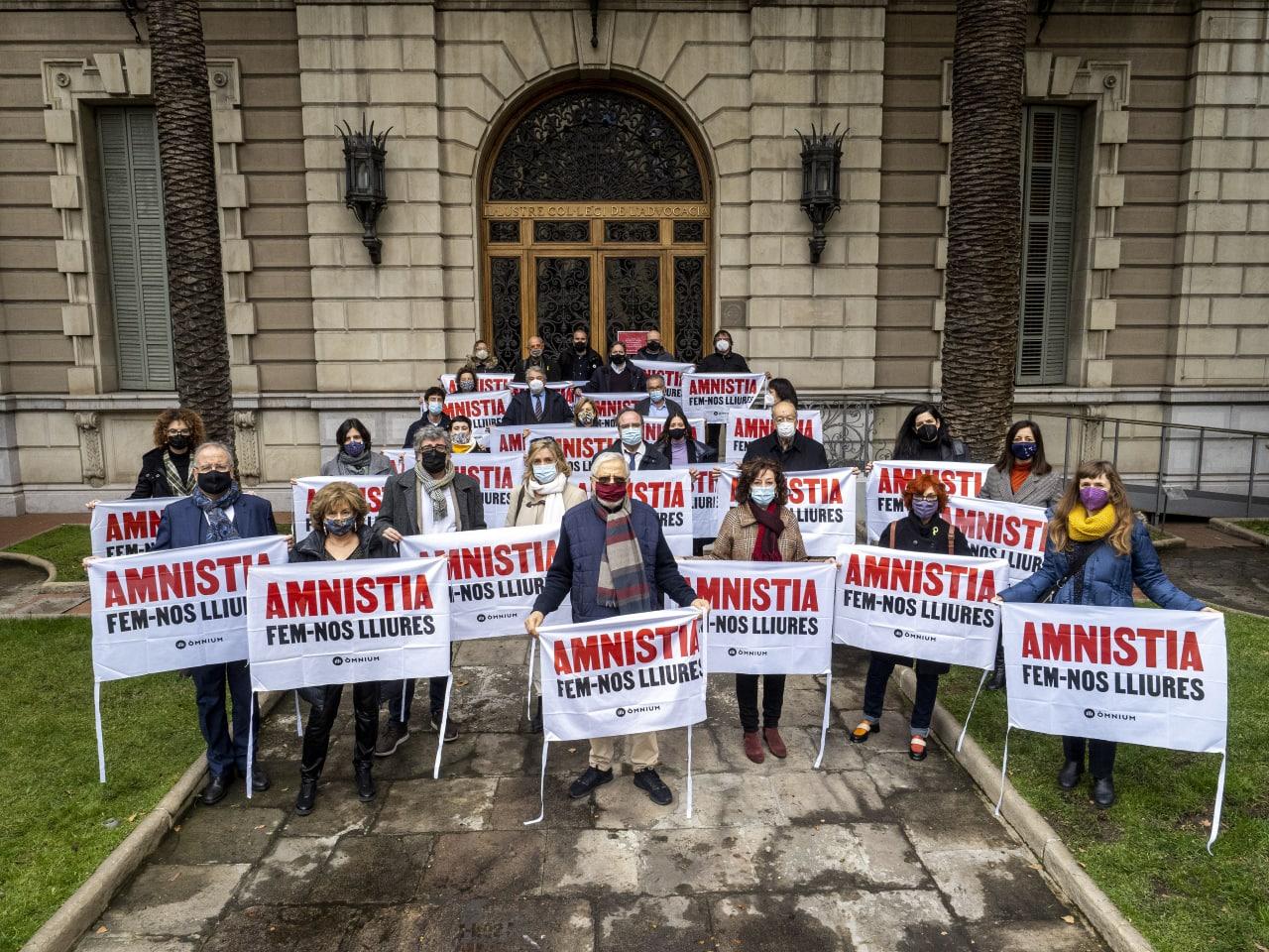 Juristes davant l'ICAB defensant l'amnistia