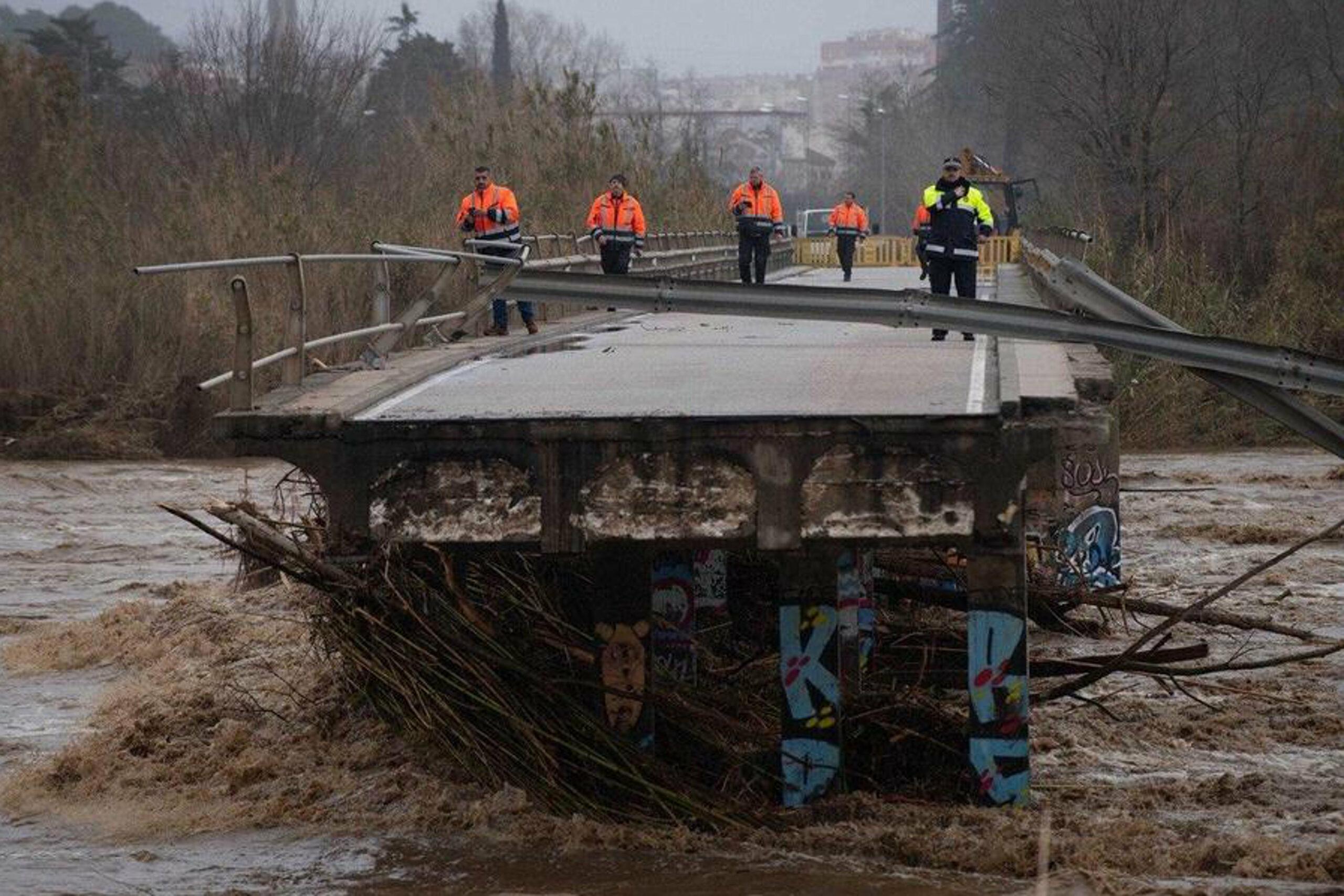El pont col·lapsat sobre la Tordera després del temporal Gloria | ACN