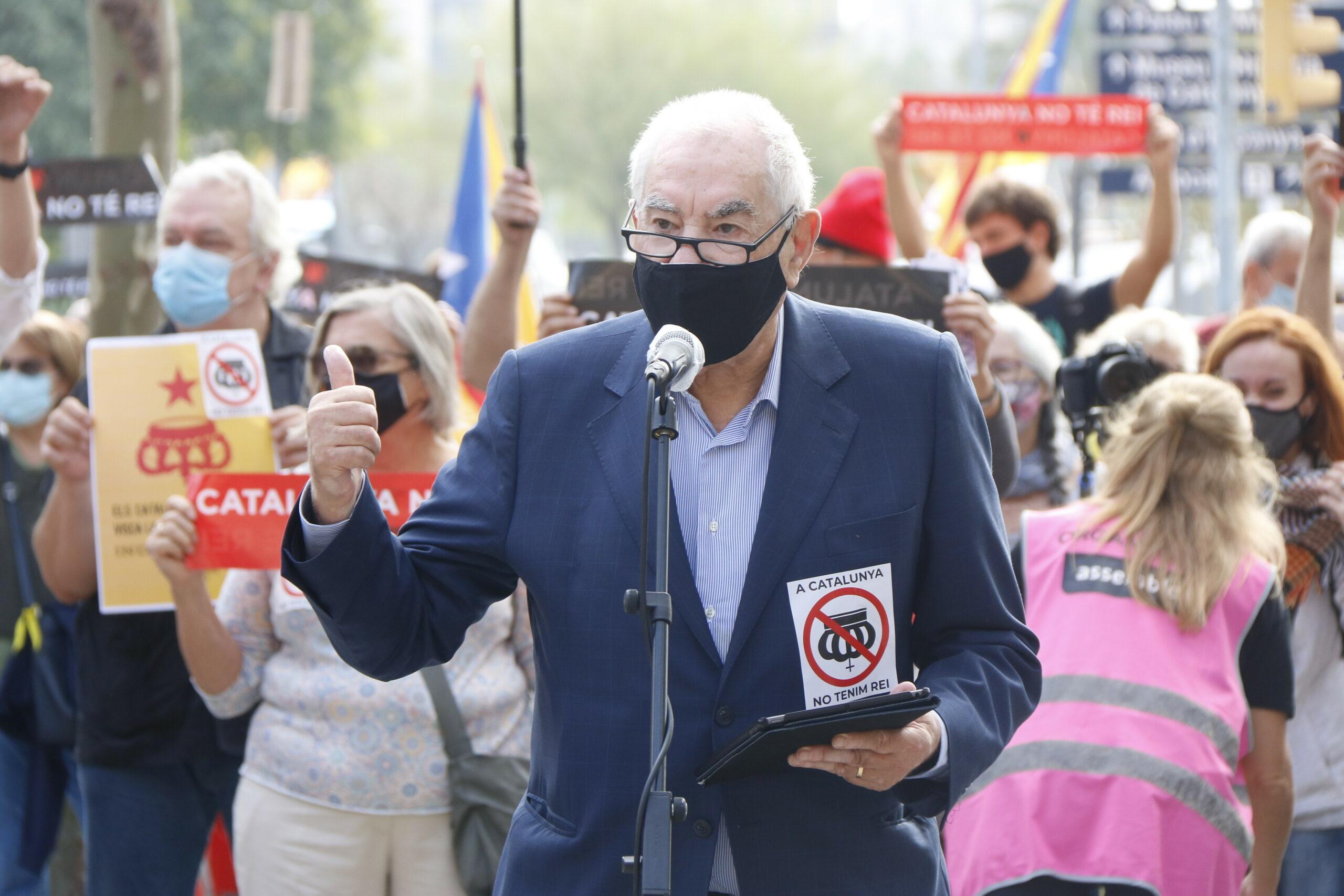 Ernest Maragall (ERC) en una atenció als mitjans en una protesta contra la visita de Felip VI | ACN