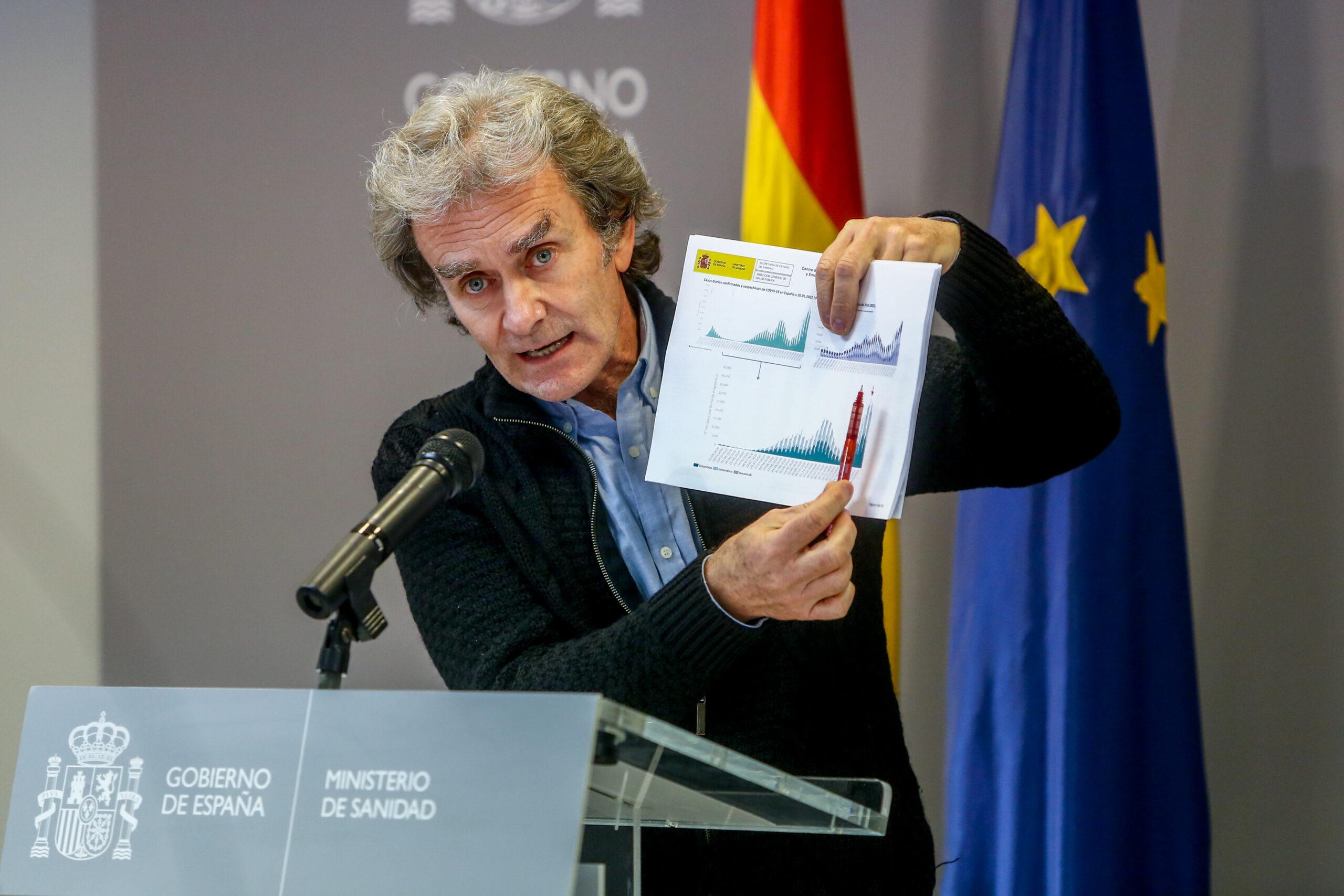 El director del Centre de Coordinació d'Alertes i Emergències Sanitàries (CCAES), Fernando Simón, durant la roda de premsa del 25 de gener del 2021 / Europa Press