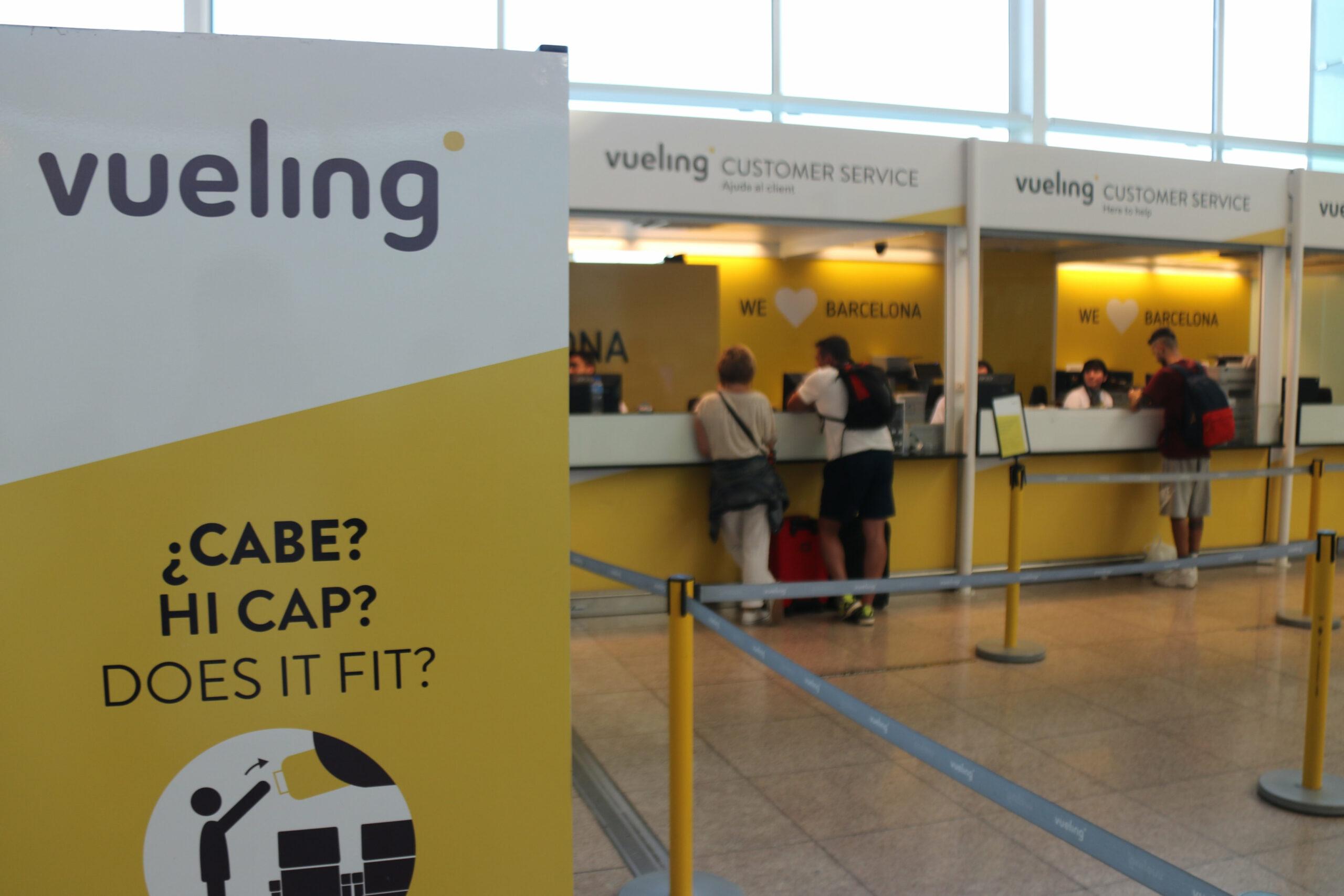 Taulell de reclamacions de Vueling a l'aeroport del Prat | ACN