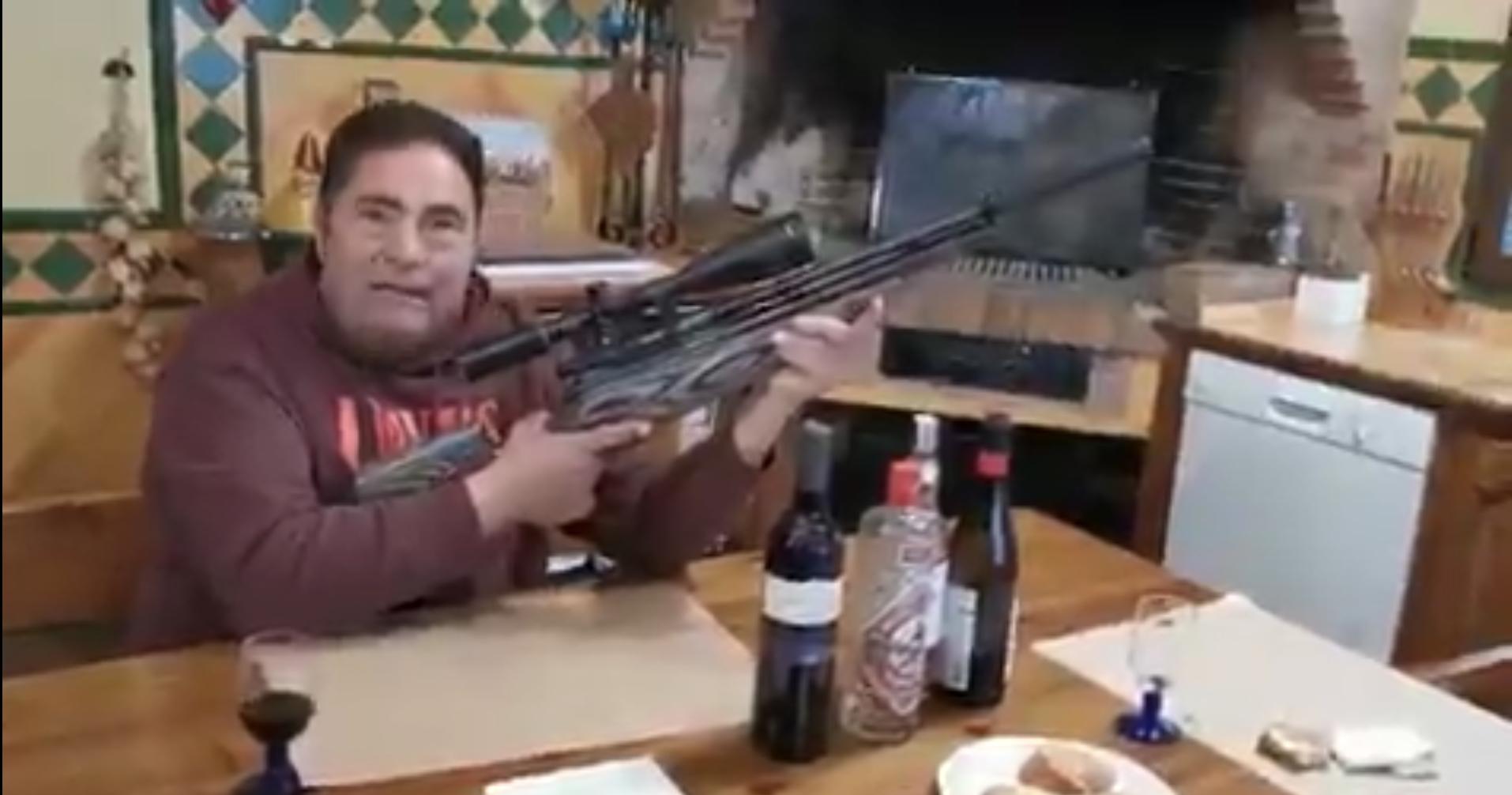 Els Mossos denuncien penalment un home de l'Alt Camp per amenaçar independentistes amb un rifle a través de Twitter