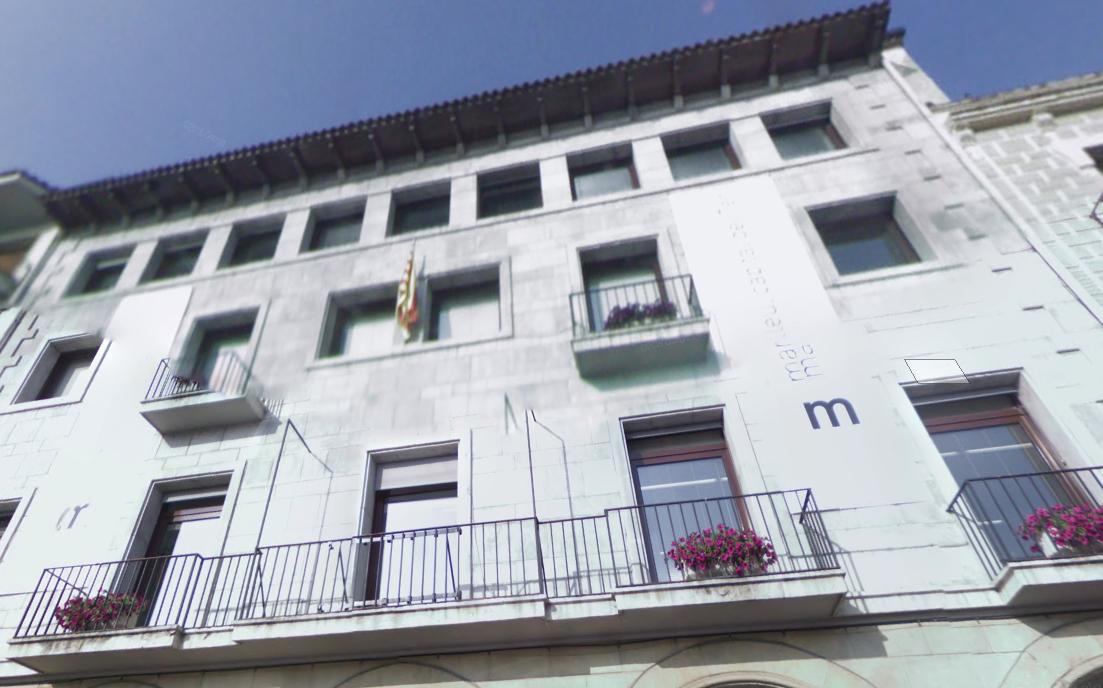 Façana de l'Ajuntament de Manlleu | Google Maps