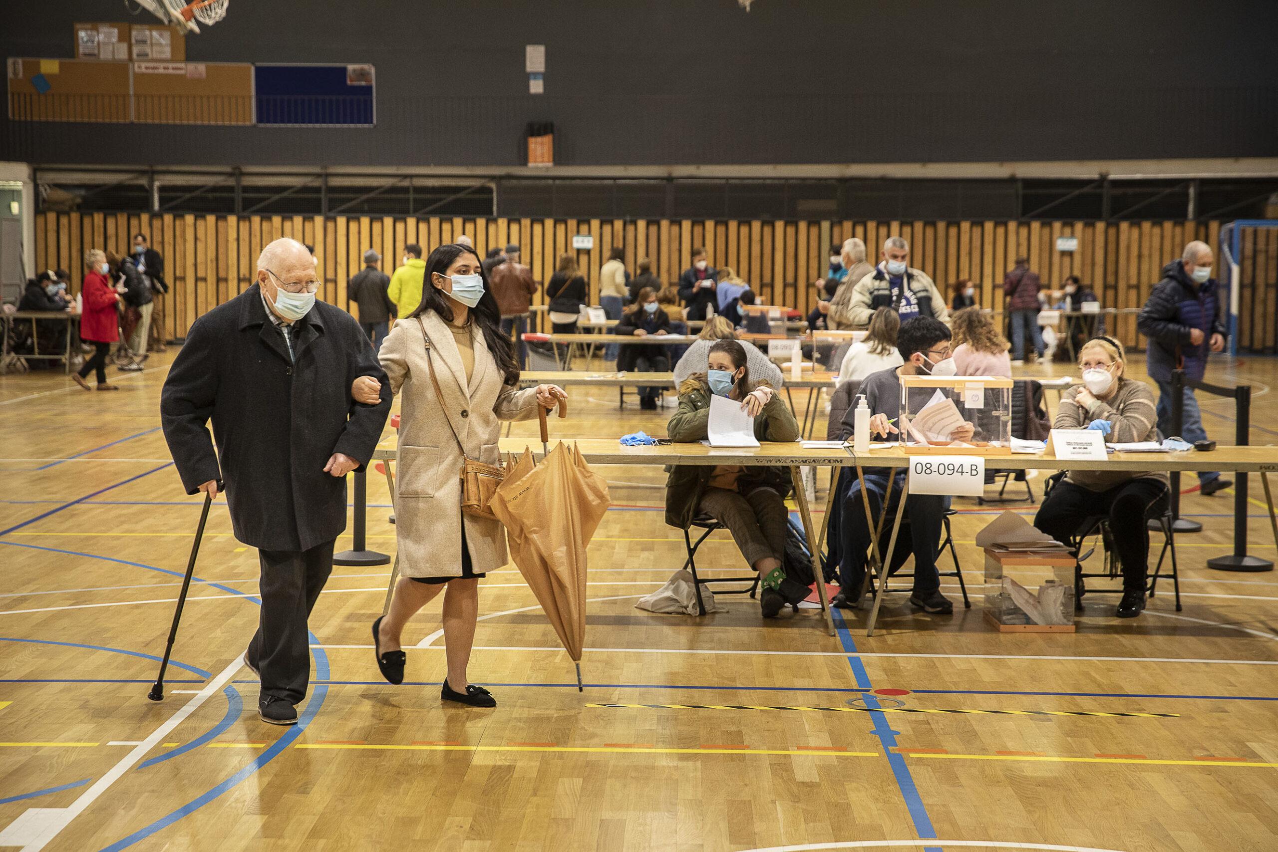 Un col·legi electoral al Carmel de Barcelona / Jordi Play