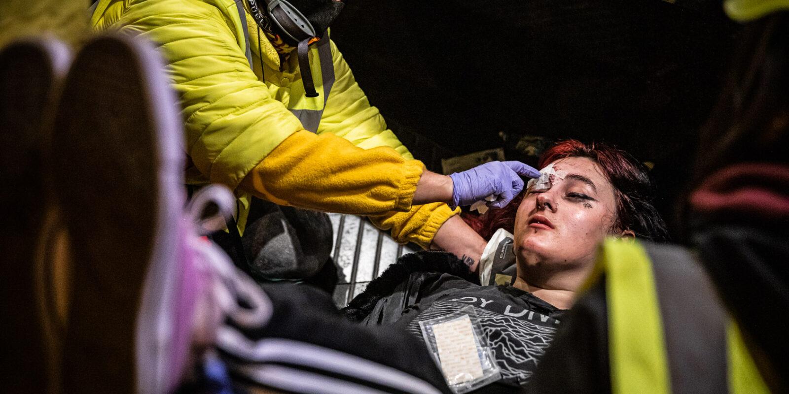 La noia ferida en un ull en les protestes contra l'empresonament de Hasél | Jordi Borràs