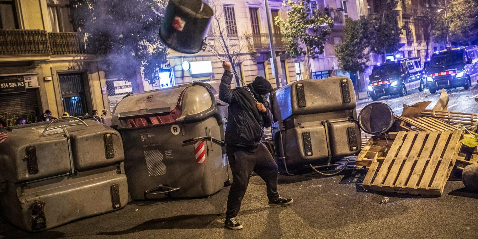 Tercera nit d'aldarulls a Barcelona per l'empresonament de Pablo Hasél / Jordi Borràs