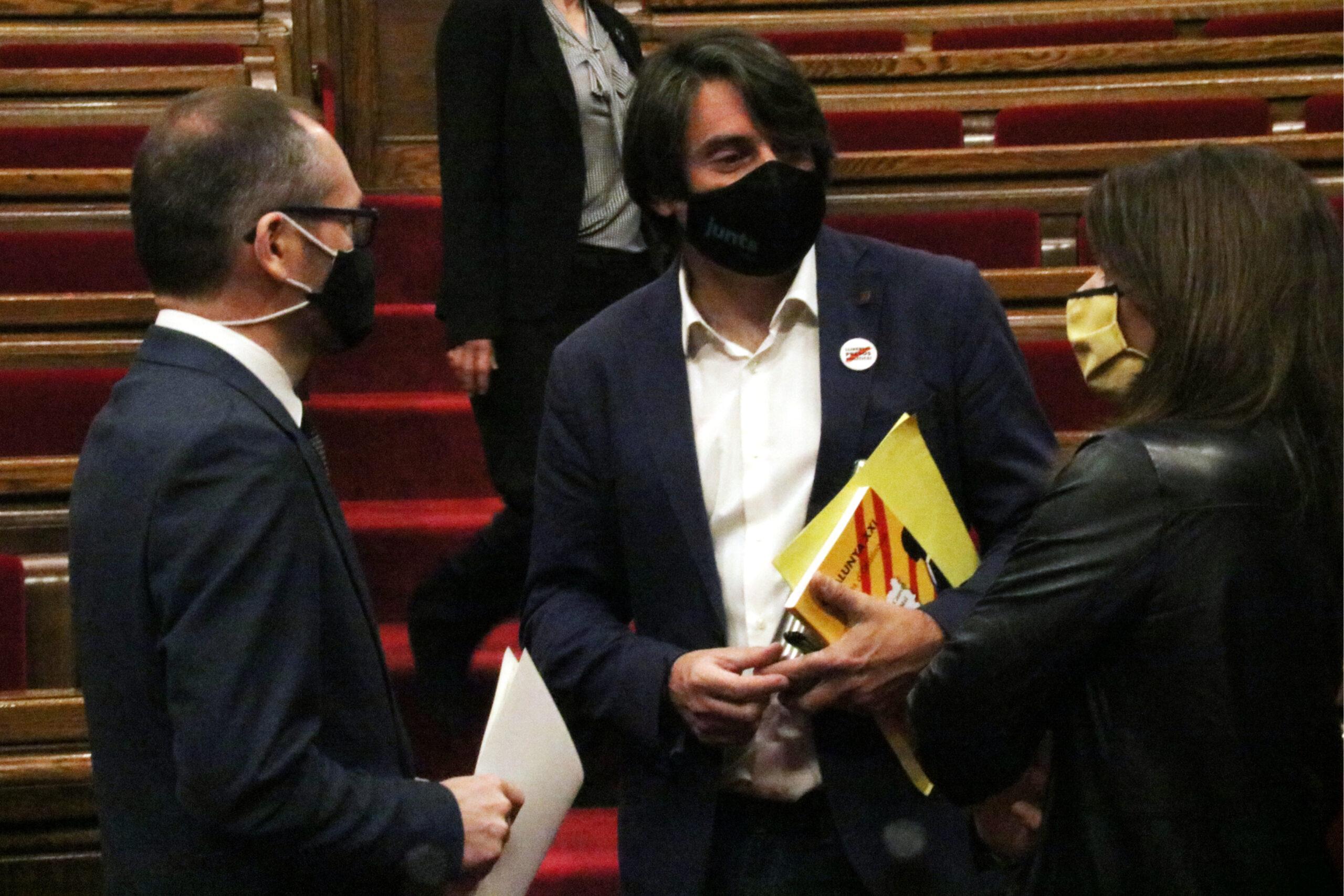 Francesc de Dalmases, Josep Costa i Meritxell Budó (JxCat), en la sessió de la Diputació Permanent del Parlament | ACN