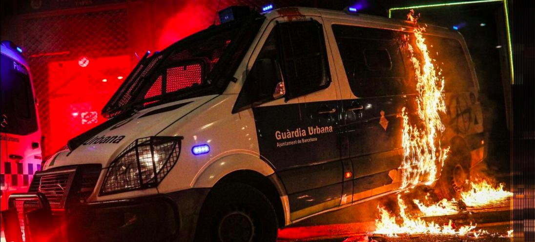 Vandalitzat un vehicle de la Guàrdia Urbana JORDI BORRÀS